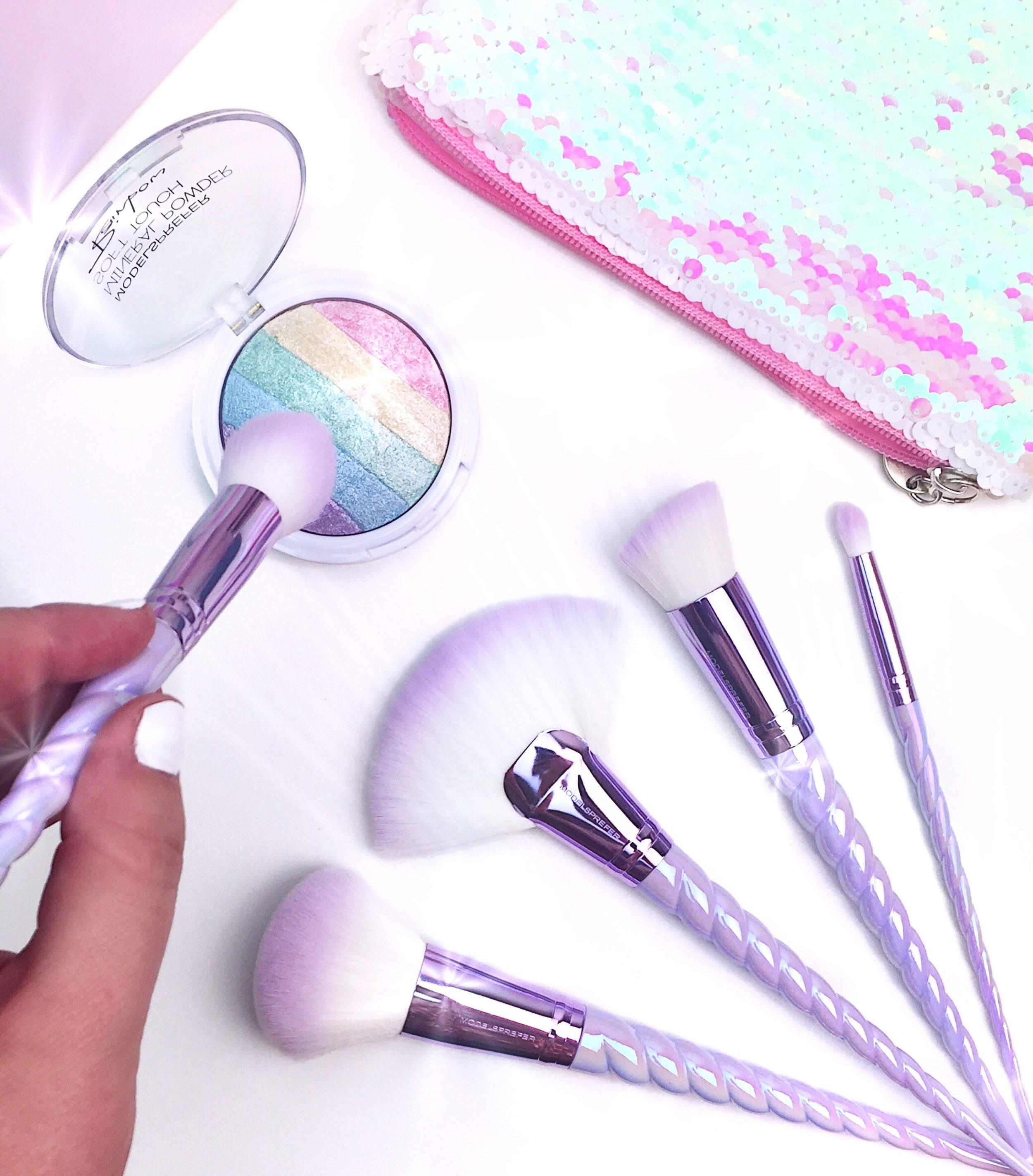 Marisa Robinson Beauty Blogger Models Prefer Soft Touch Rainbow Powder