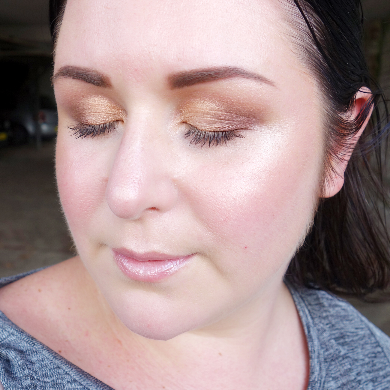 Marisa Robinson Beauty Blogger Youngblood Mineral Cosmetics Review