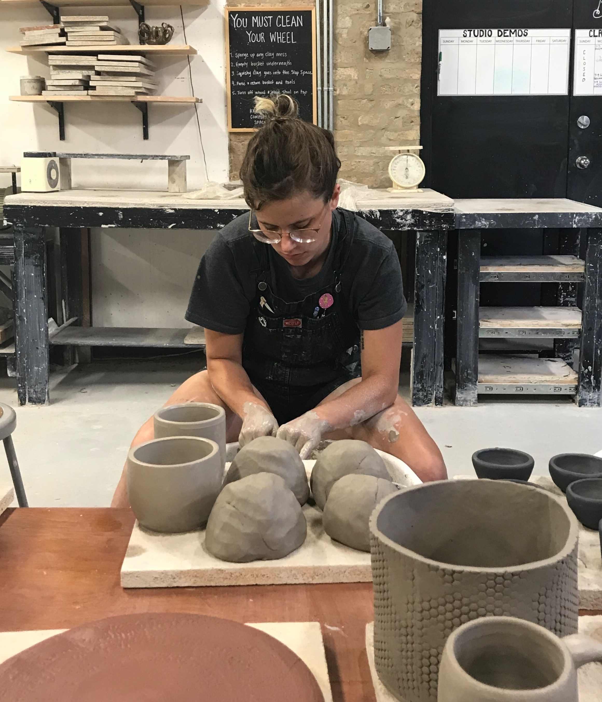 Carly Connelly  earned an MFA in sculpture from Herron School of Art and Design in Indianapolis, IN. Upon returning to Chicago, they continued to pursue their interest in clay at Penguinfoot. Having learned to throw there, they are now excited to share their discoveries in clay with their students through form, function, and surface.   Find their work on Instagram:   @on_the_slab_ceramics