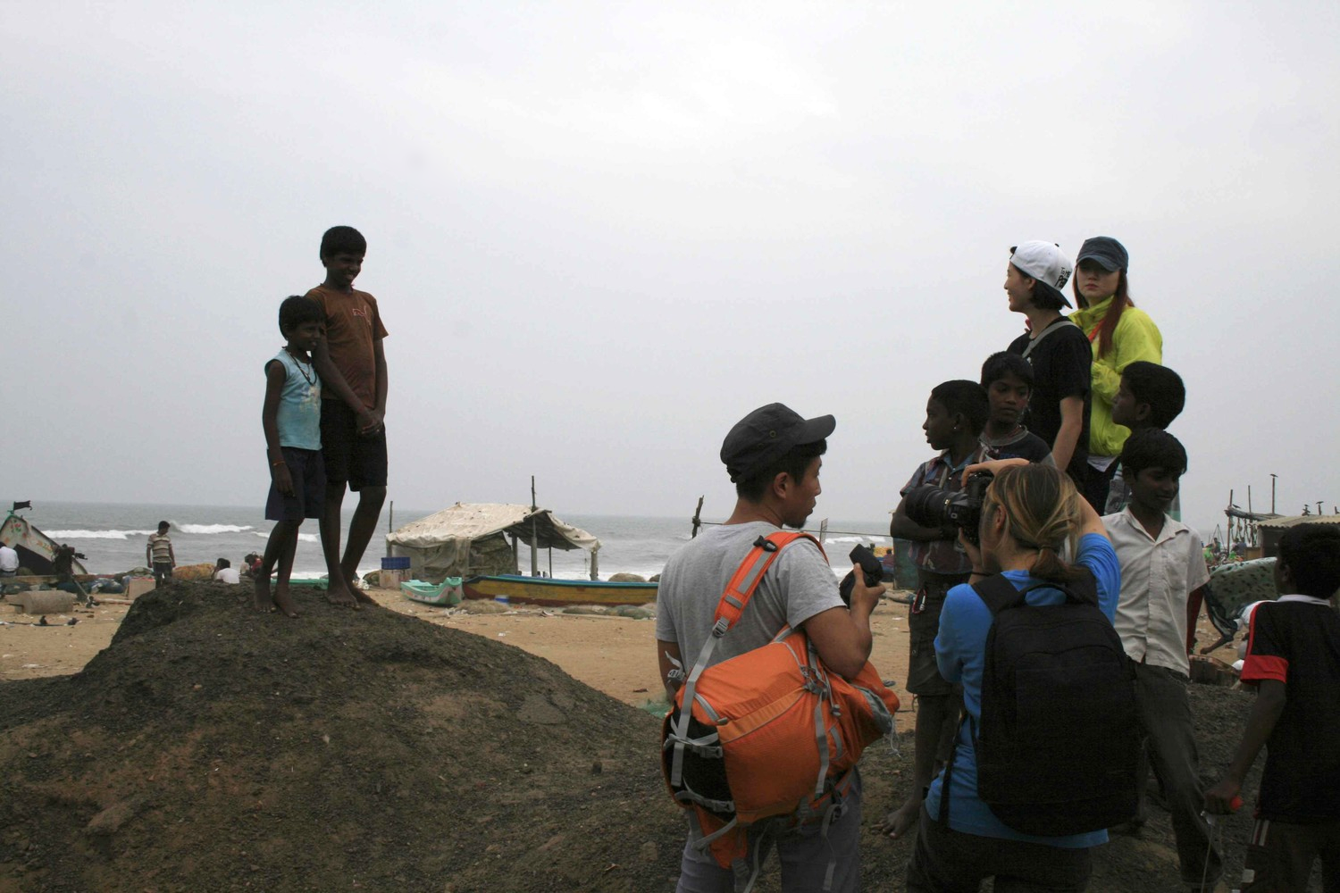Suyeon Yun working with kids at Marina Beach, Chennai