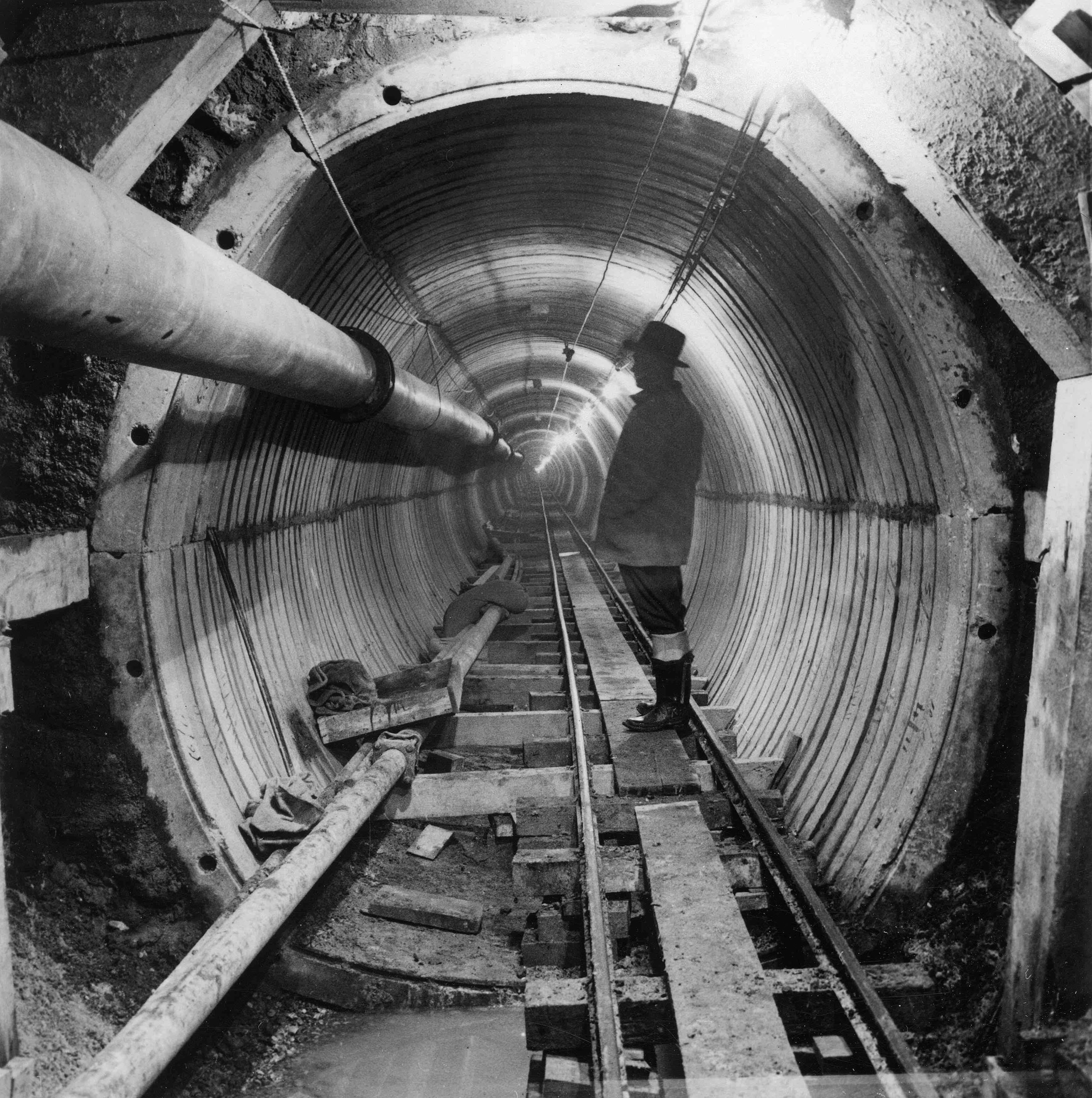 Construction of underground water tunnel that would transport water from the Marathon Reservoir to the city of Athens for the first time. Boyiati Tunnel 1928. Source: Historical Archive EYDAP.