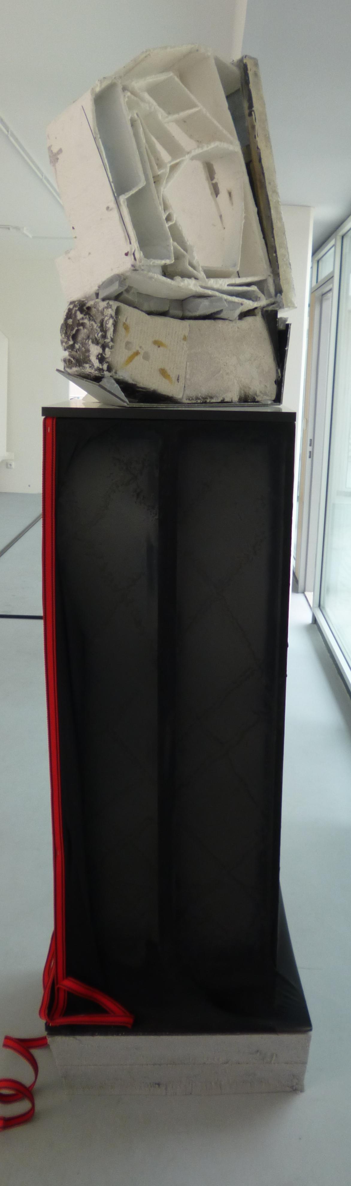 5.Sochařské cvičení II., 2015, (Dvě barvy na opravu), 2015, kom. technika, 60 x 213 x 60