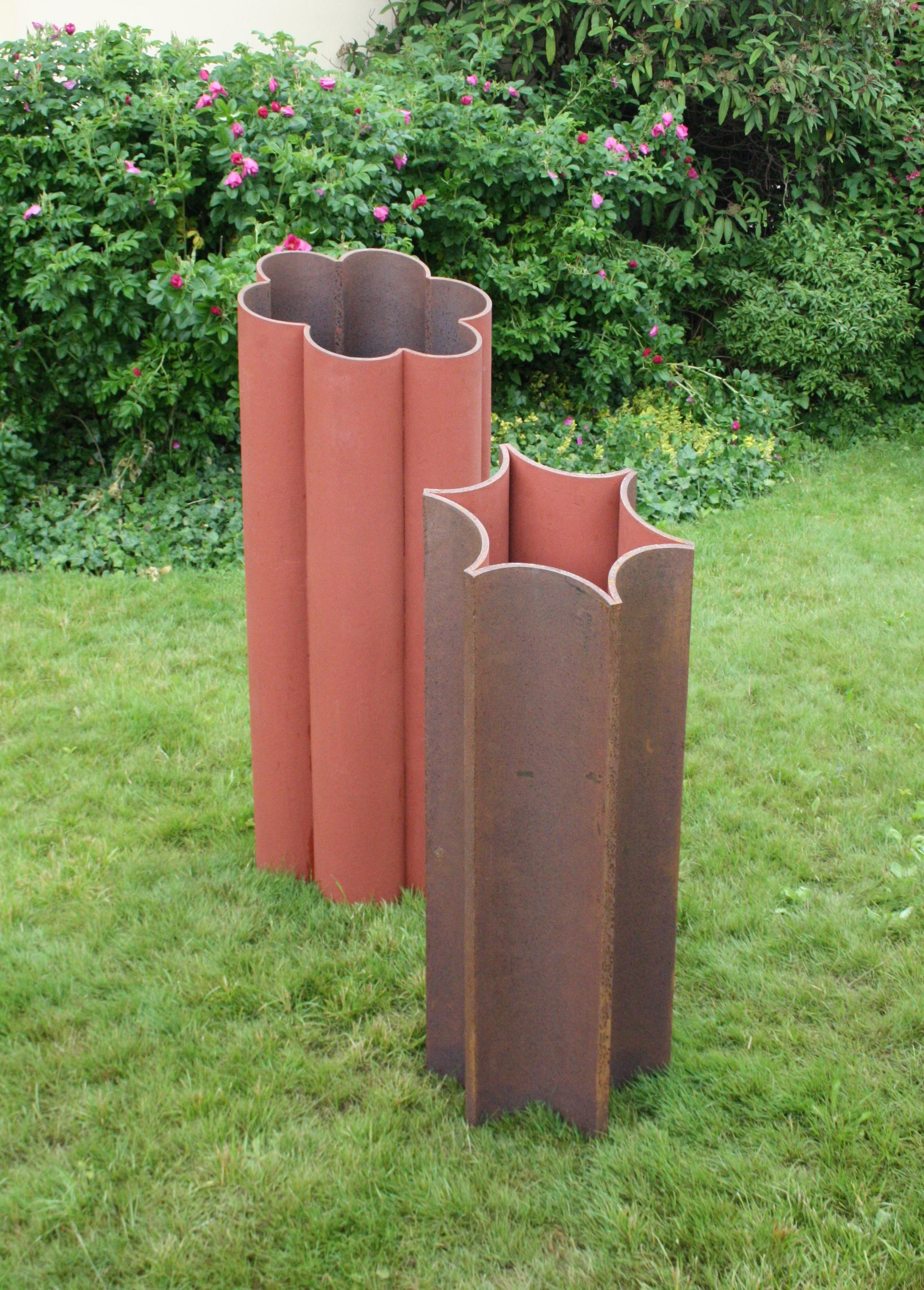 Čestmír Suška, Bábovka - pozitiv, 2012, 130 cm, ocel  Čestmír Suška, Bábovka – negativ, 2012, 110 cm, ocel