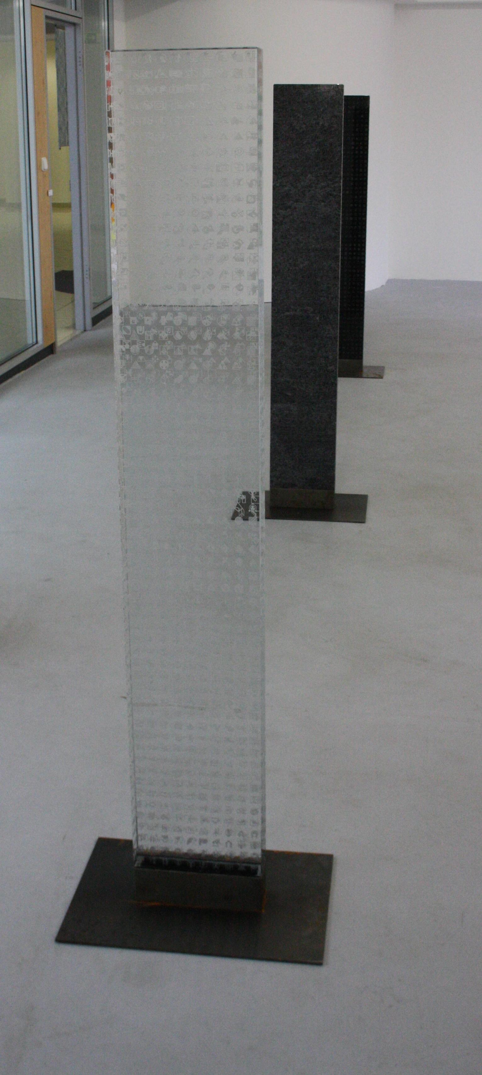 Zdeněk Lhotský, Stéla 3, 2008-2010, sklo, 27 x 157 x 7,5 cm