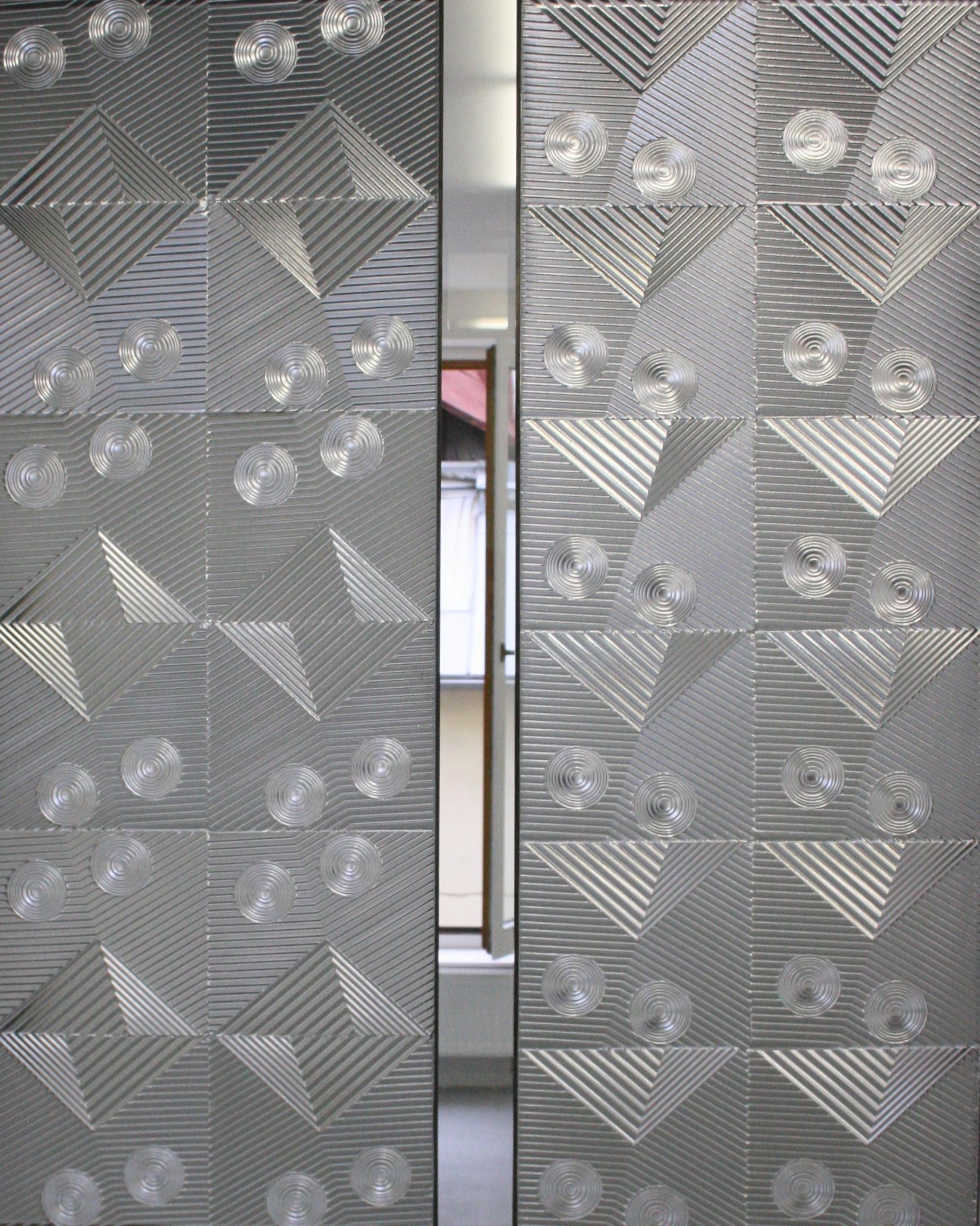 Zdeněk Lhotský, Reliéf 5, 2015, sklo, 29 x 79 cm  Zdeněk Lhotský, Reliéf 6, 2015, sklo, 30 x 79 cm