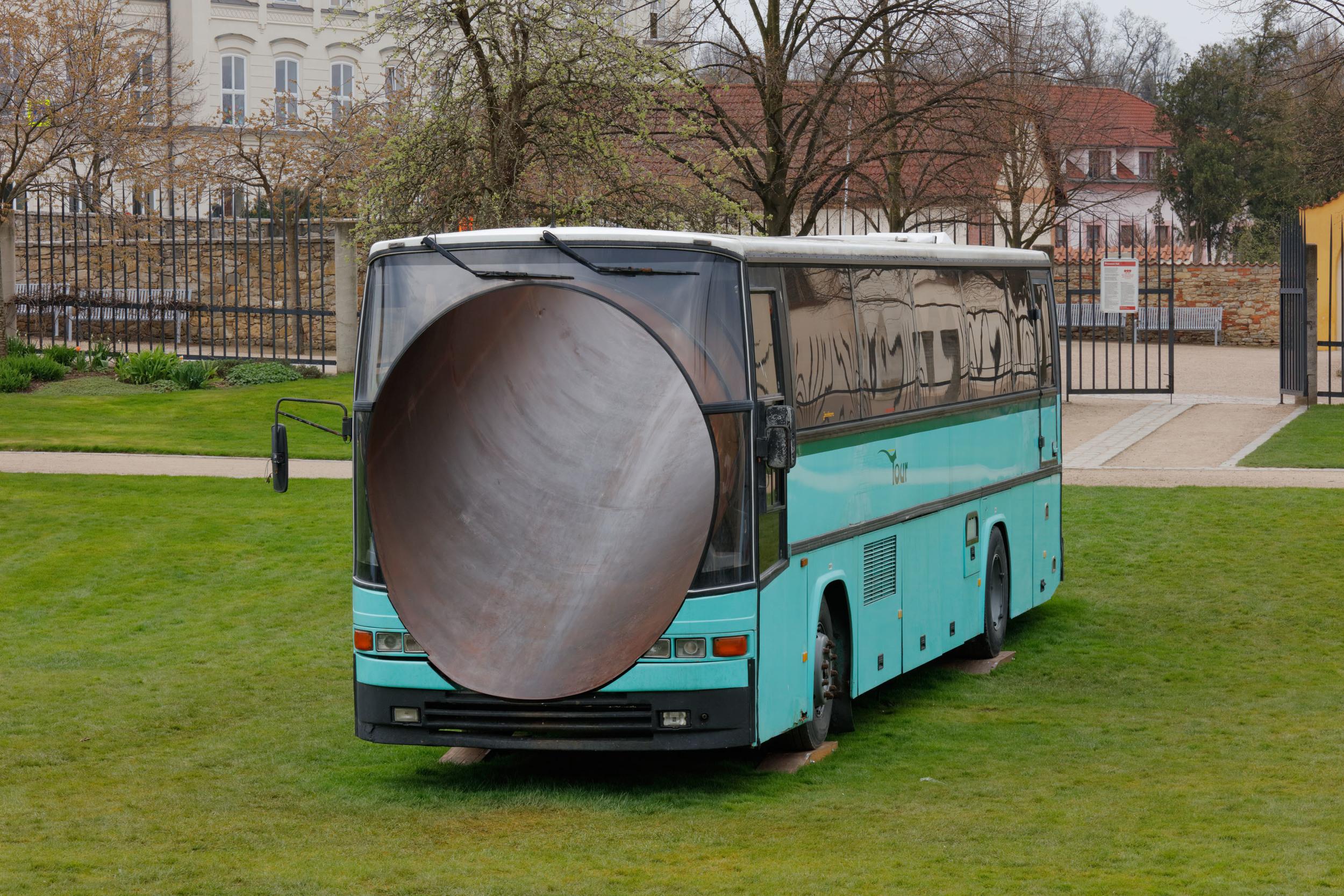 Lukáš Rittstein, Tour 2010, 2010, ocelový tubus, autobus VOLVO, 2,5 x 12 x 3,5 m