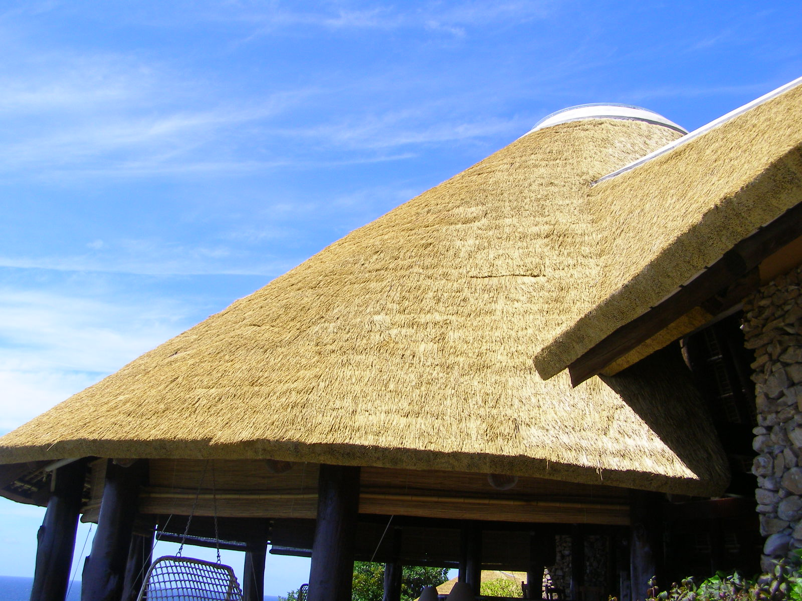 ARTIFICIAL-THATCH-ROOFING-FIBER-REED