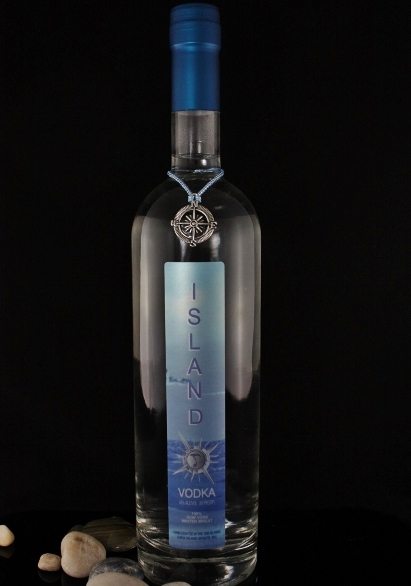 ISLAND VODKA - 40% abv / 80 proofOUR PREMIUM VODKA BEGINS WITH A SOFT NY PASTRY WHEAT THAT IS FERMENTED WITH NATURAL YEAST, DISTILLED TO 192 PROOF, THEN REDUCED TO 80 PROOF WITH WATER FROM FRONTENAC CRYSTAL SPRINGS. FOLLOWED BY 8 HOURS OF CONTINUOUS FILTRATION THROUGH ORGANIC COCONUT CHARCOAL, CRUSHED GARNET SAND AND WHOLE NATURAL AMETHYST CRYSTALS, IT IS THEN BOTTLED AND LABELED IN-HOUSE. EXCEPTIONALLY SMOOTH AND CLEAN.