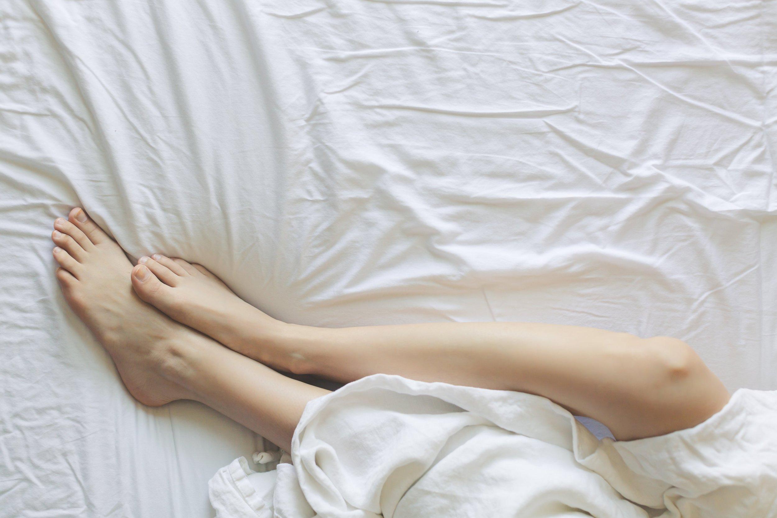 bed-bedroom-blanket-545015.jpg
