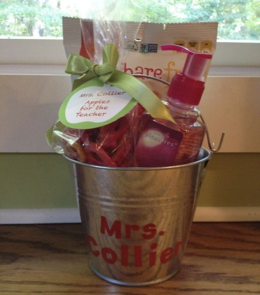 PERSONALIZED ALUMINUM BUCKET WITH APPLE-THEMED GIFTS