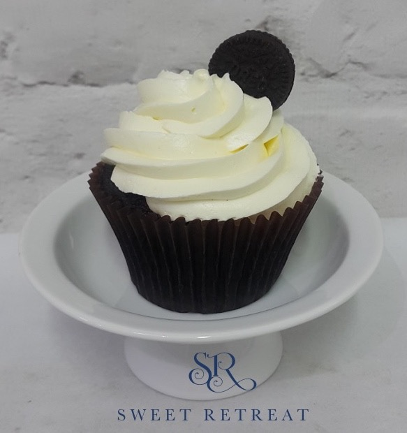 13. Chocolate Cupcake with Vanilla Buttercream and Oreo cookie - 90 baht