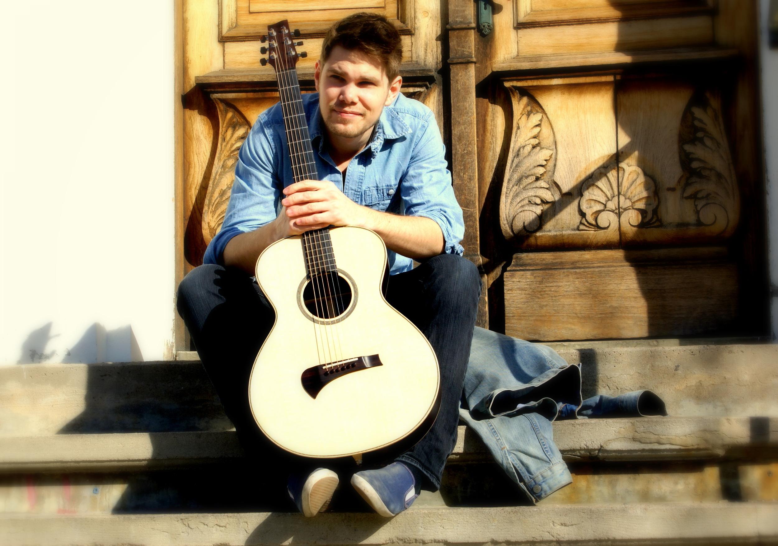 Emil Gitarrlektionsbild.JPG