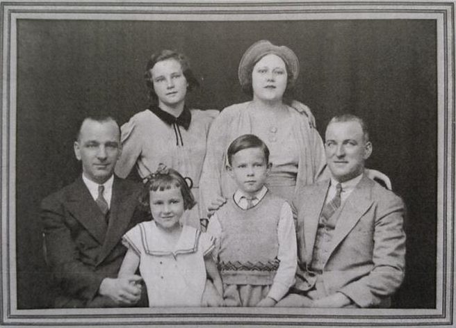 1933 photograph of the family of Tommy O'Connor.   L-R; Eileen & Frances (standing), Tommy, Maureen, Eugene & John O'Connor (seated).