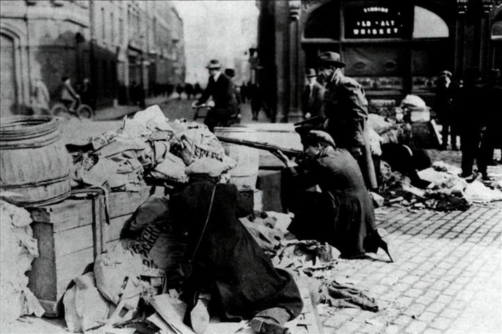 1916-irish-volunteer-barricade
