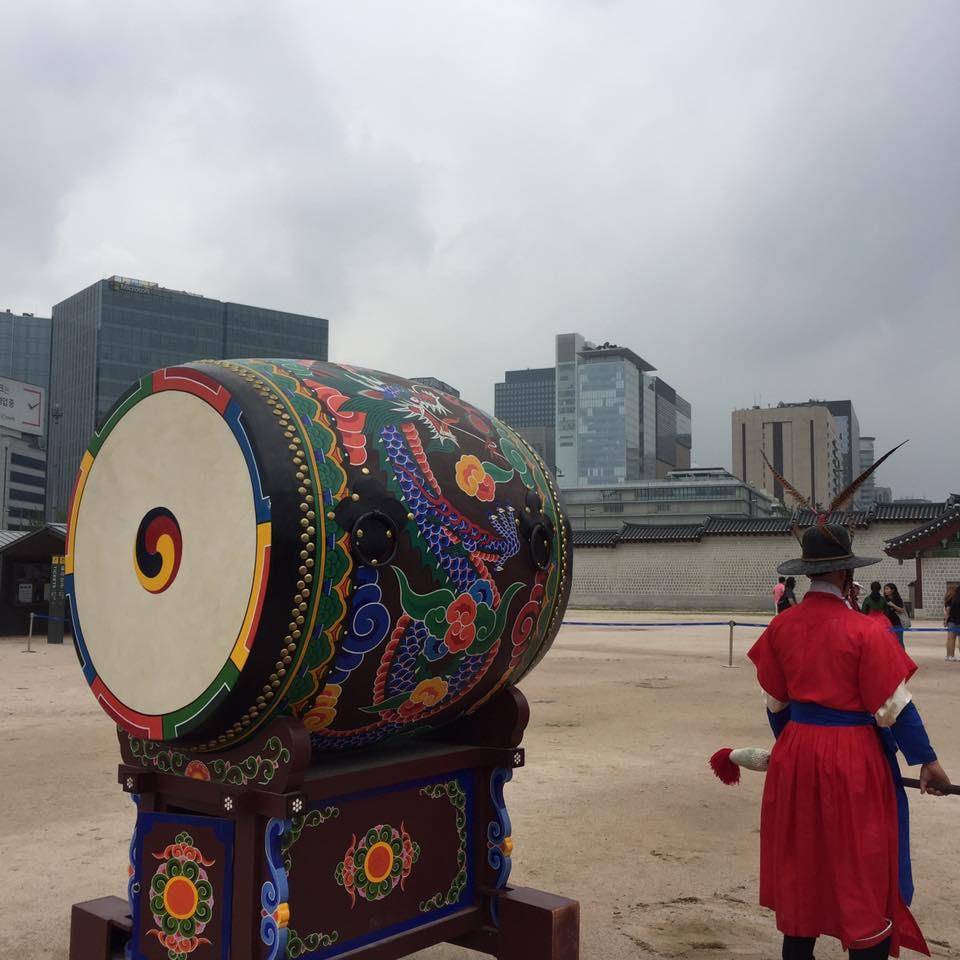 Changing of the guard at Gyeongbokgung