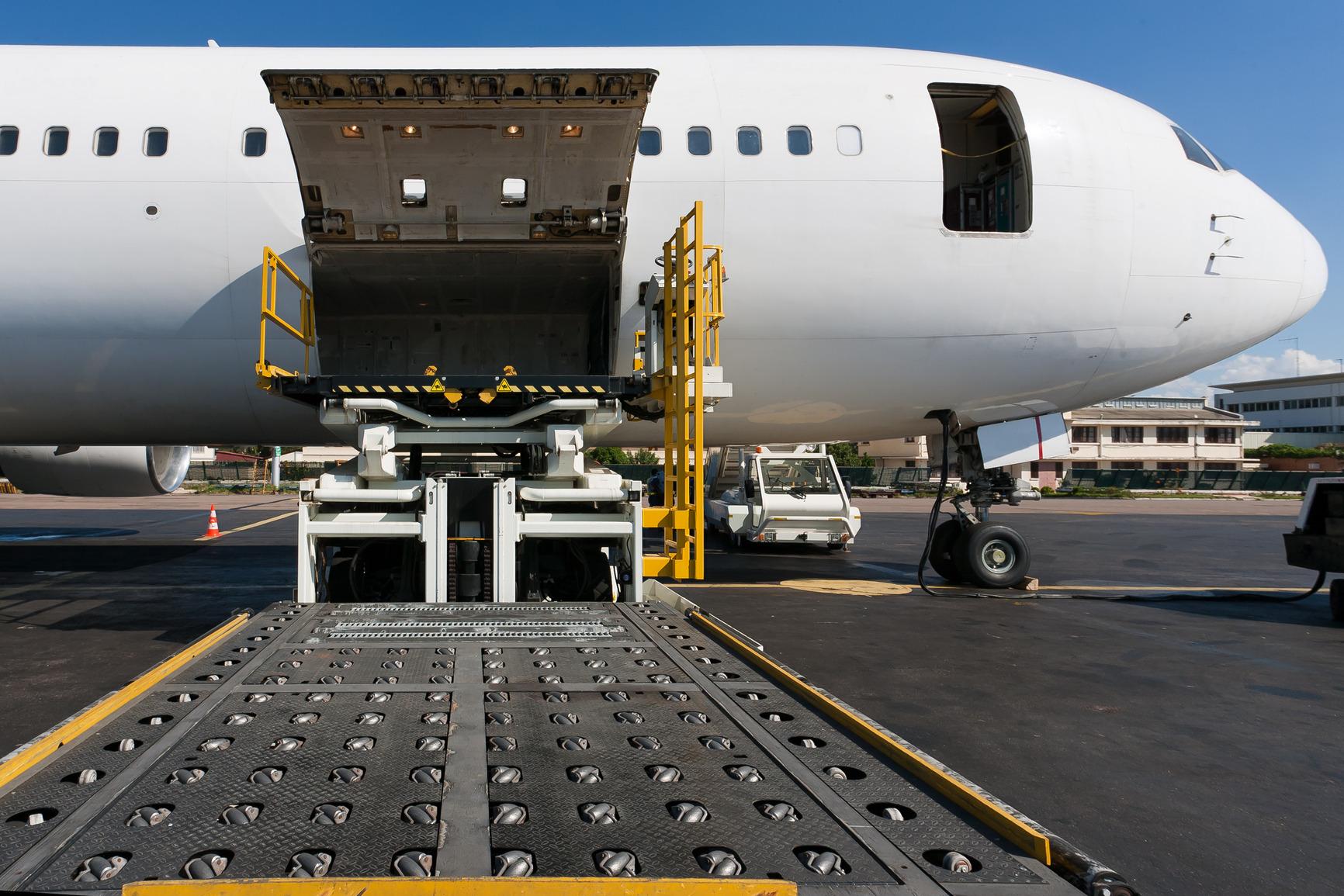 loading-cargo-plane2.jpg