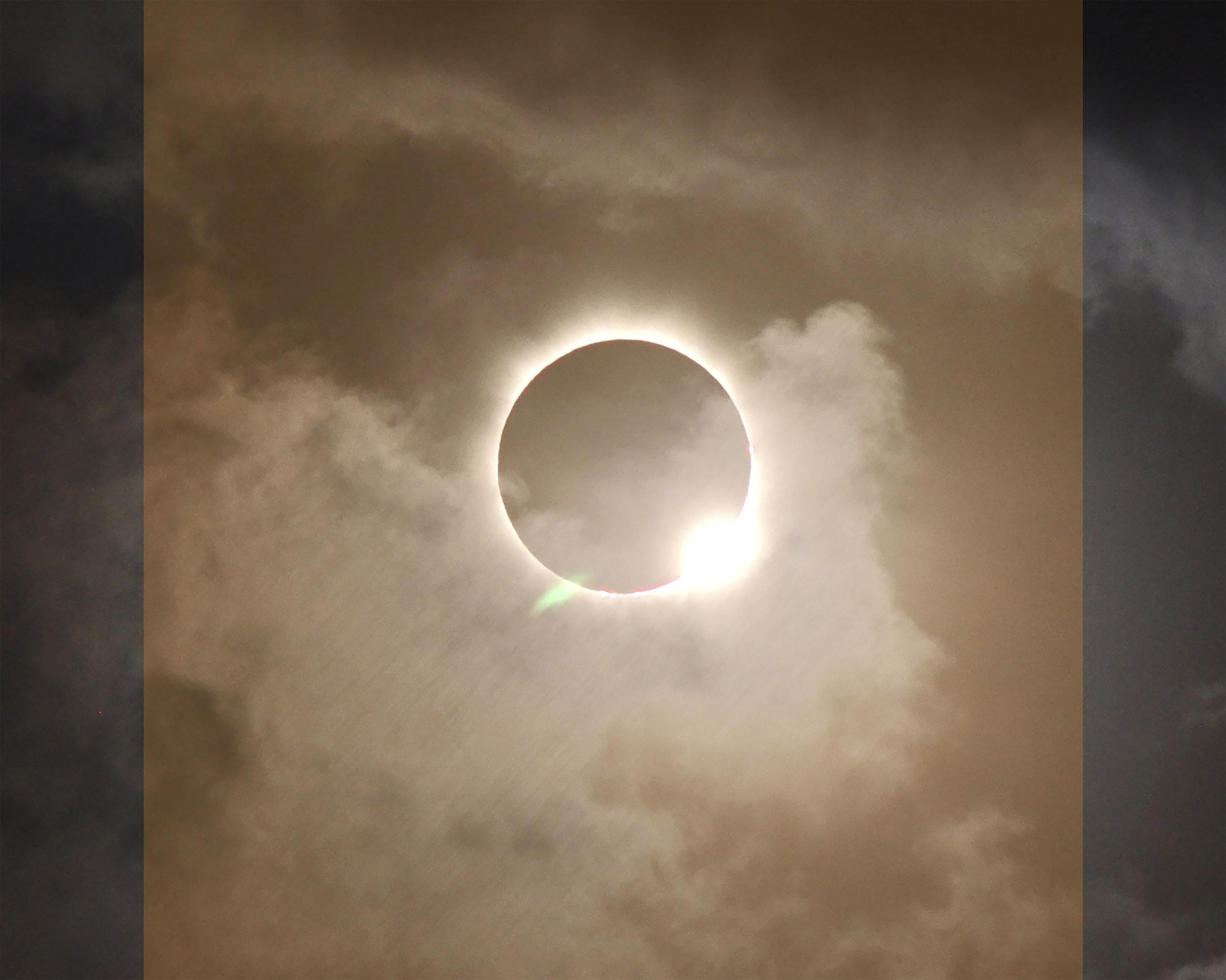 706834main_20121113-solareclipse_full副本-t.jpg