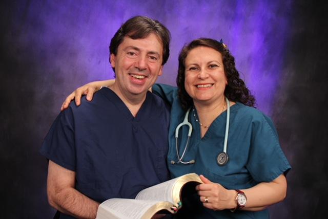 Rev. Dr. Silvina Gonzalez - Barrera y  Rev. Psic. Guillermo Barrera.JPG