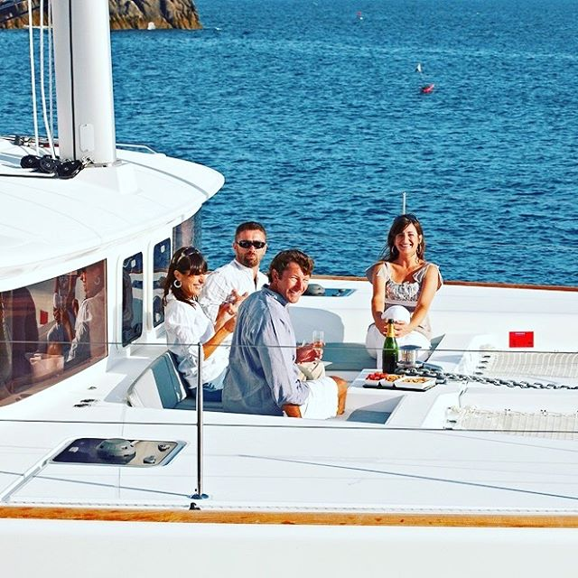 Everyday should be this good! ⚓️ #yacht #sailinglife #sailingyacht #bvi #bvisailing #travel #islands #ocean #lagoon450 #luxuryyacht #friends #family #sailing #coolchangelife