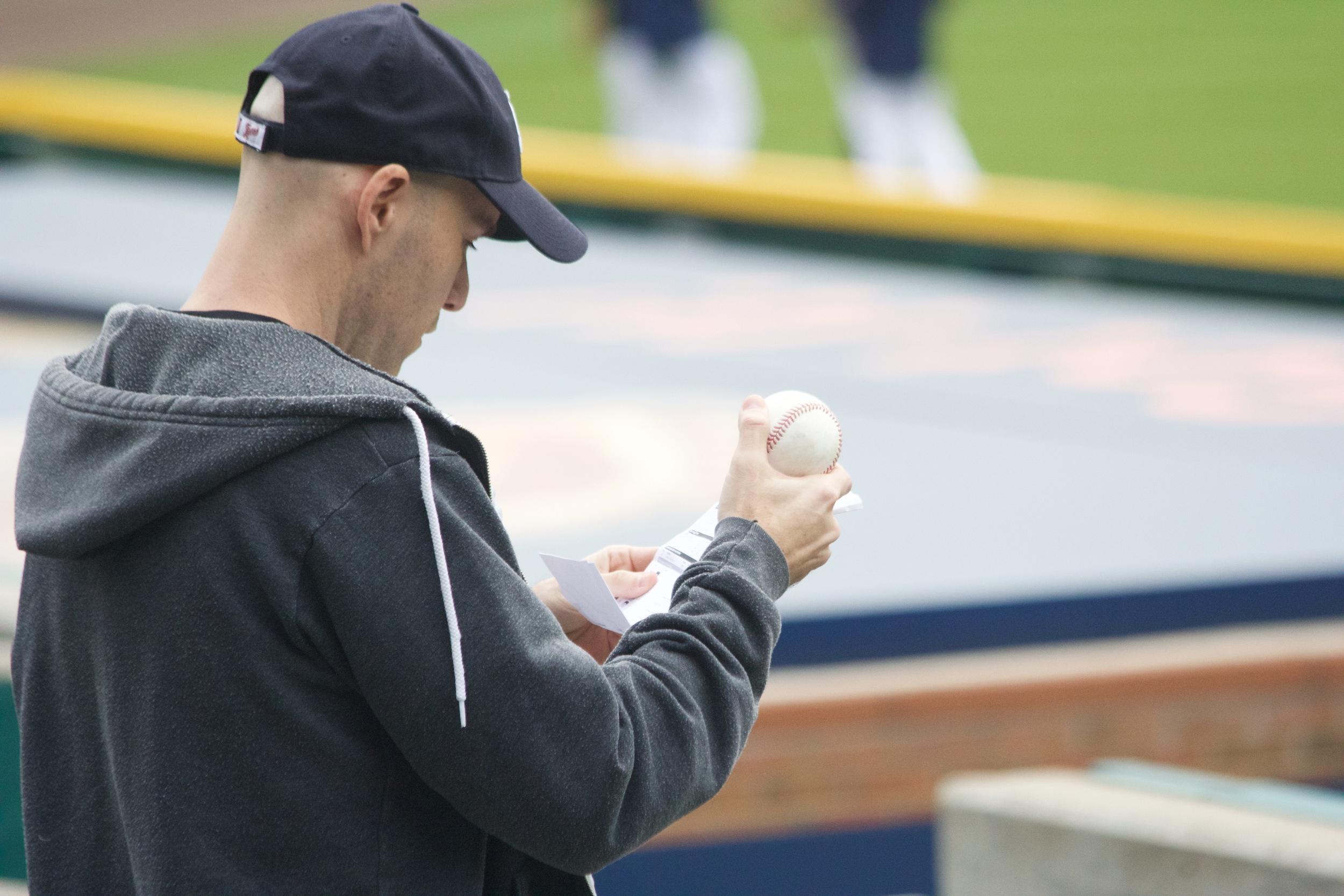 29_zack_trying_to_figure_out_who_hit_ball8743_told_by_fans_it_was_james_mccann.jpg