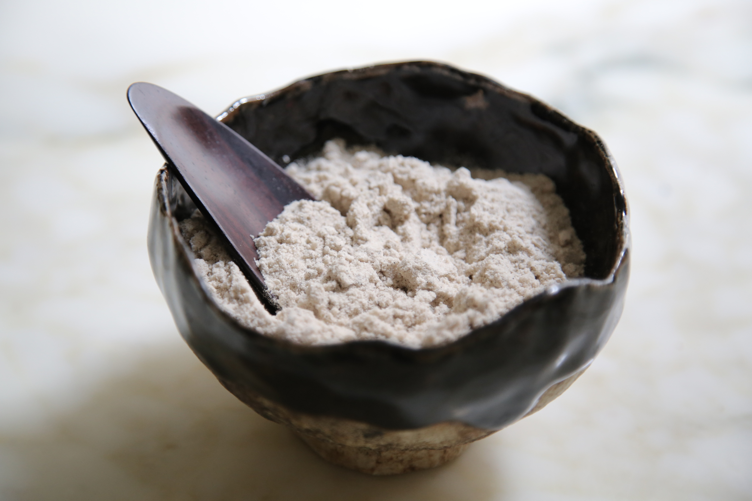 Home made vanilla sugar - Bowl from CAPRICORNIA / wooden spoon by SHOPU
