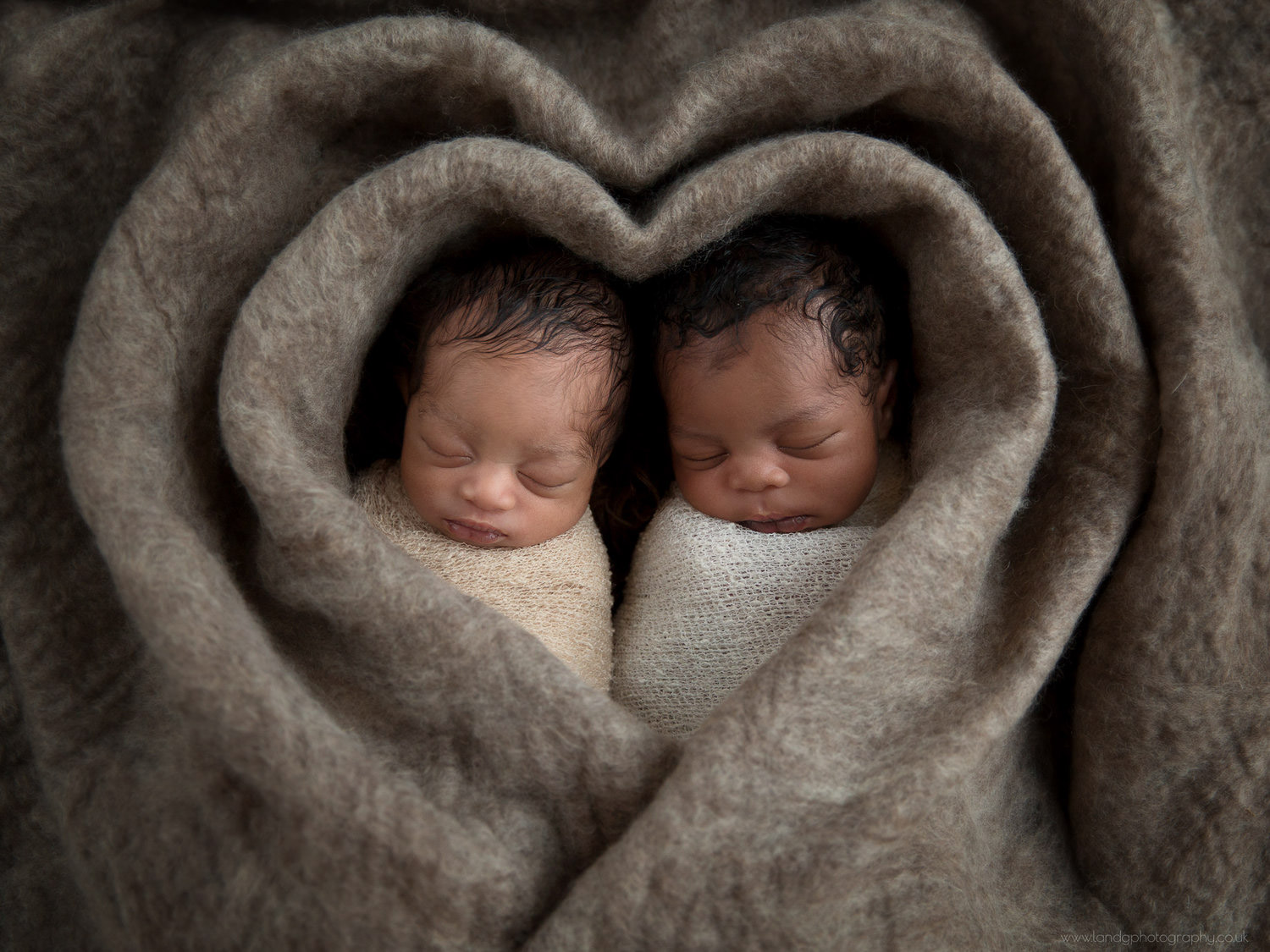 twins-newborn-photography-in-london-9.jpg