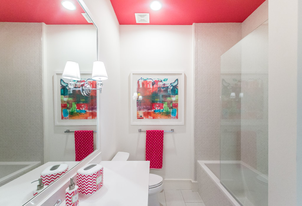 Cueva Guest Bathroom