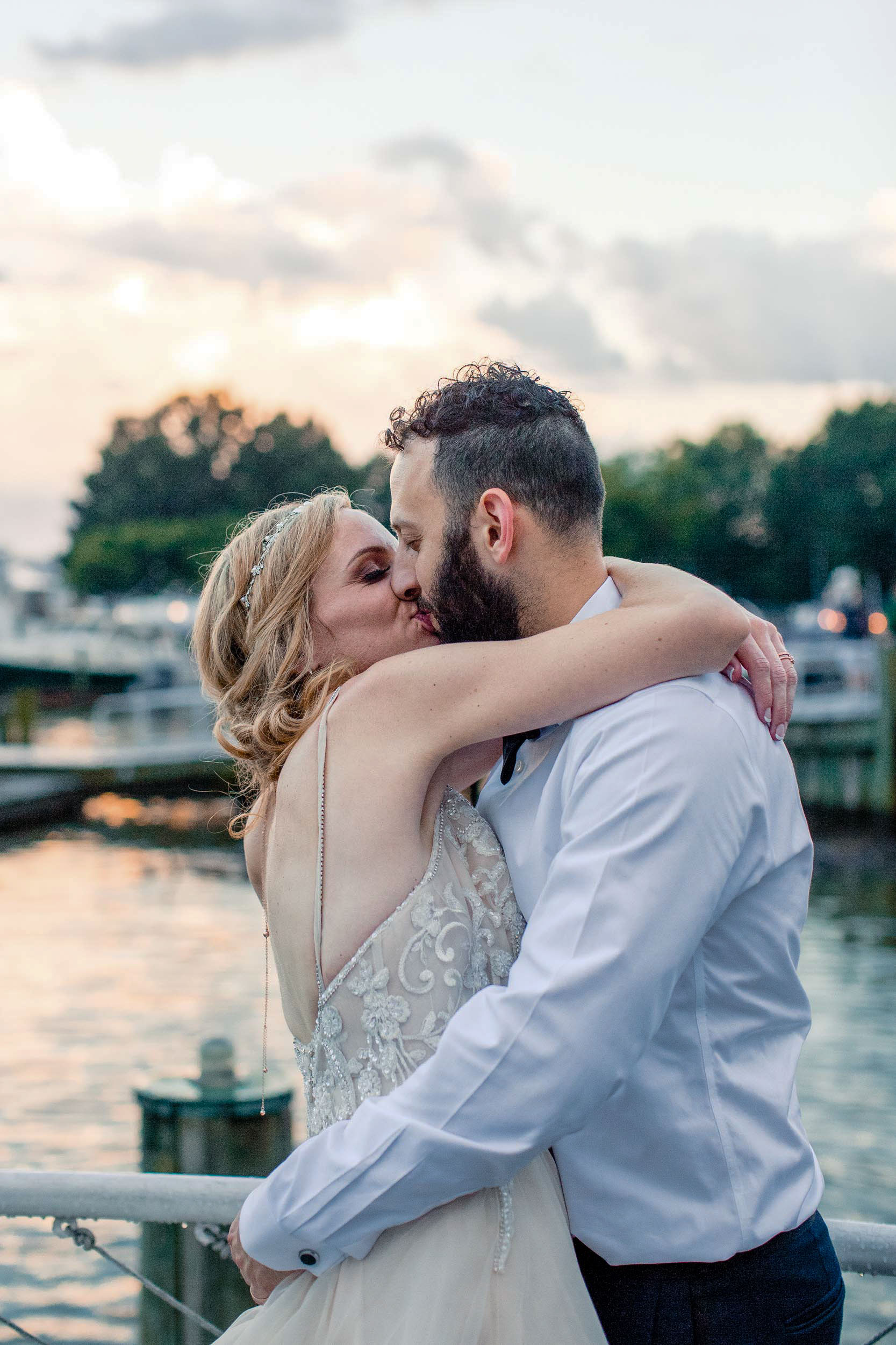 bride-groom-kissing-alexandria-waterfront.jpg