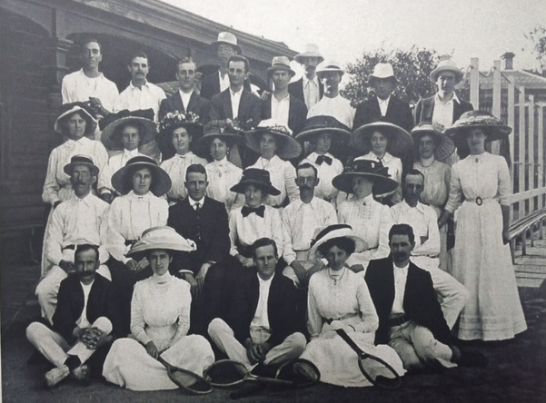 club members 1909.jpg