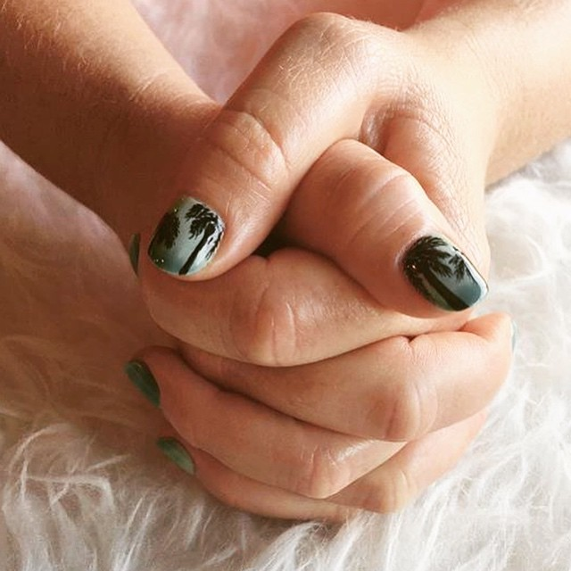 Palm Tree nail art is the perfect summer option