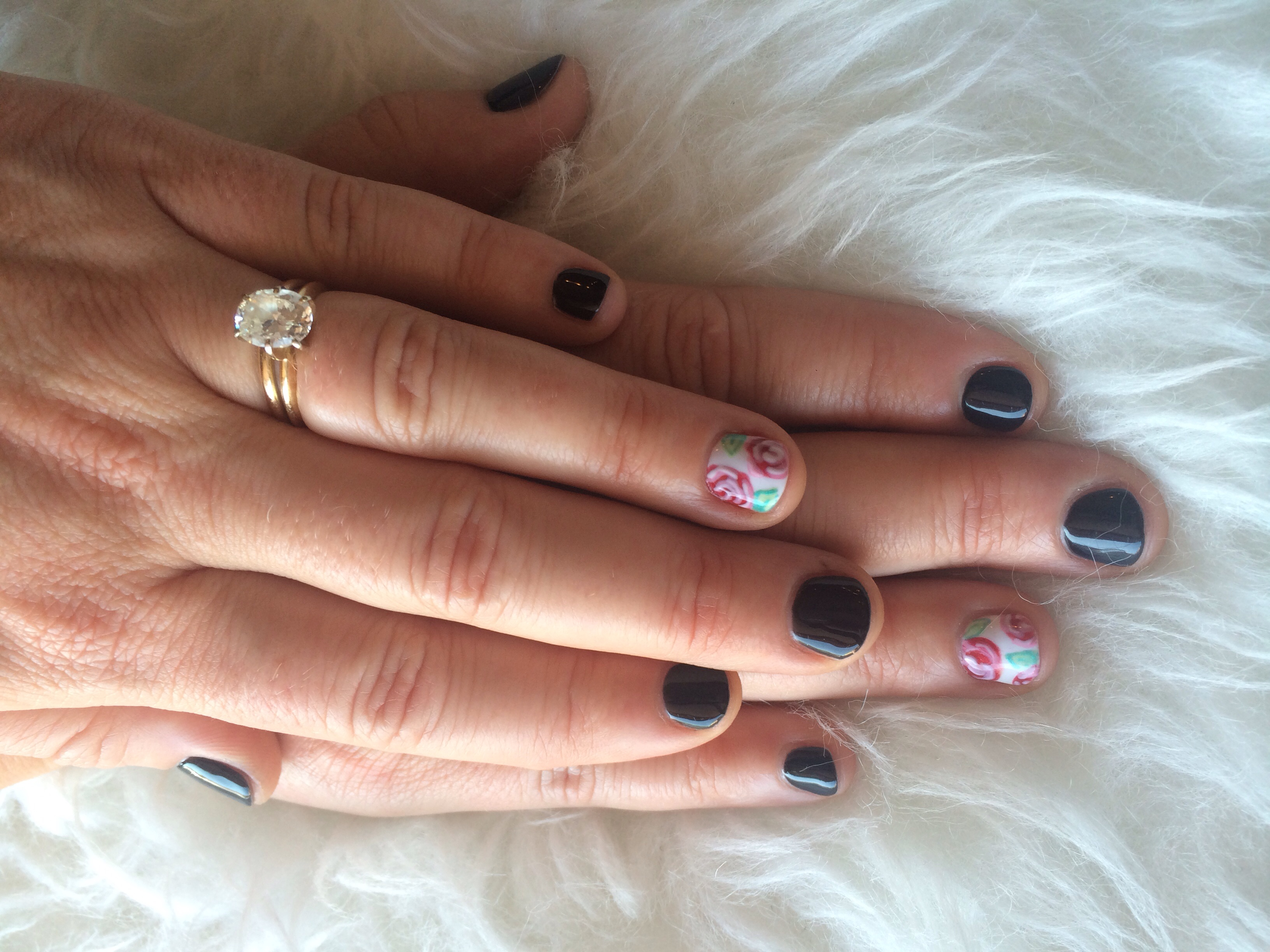 High gloss black onyx with Rose nail design accent nails