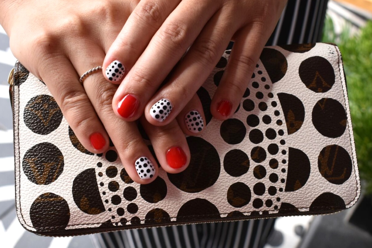 Taking the most interesting portion of this clutch and making it the focal part of this manicure is what it's all about!