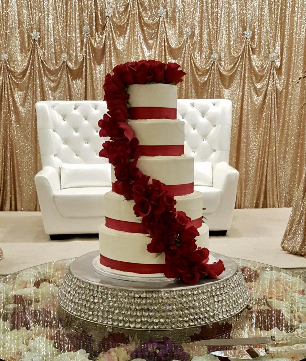 Wedding5tierRedFlowers.jpg