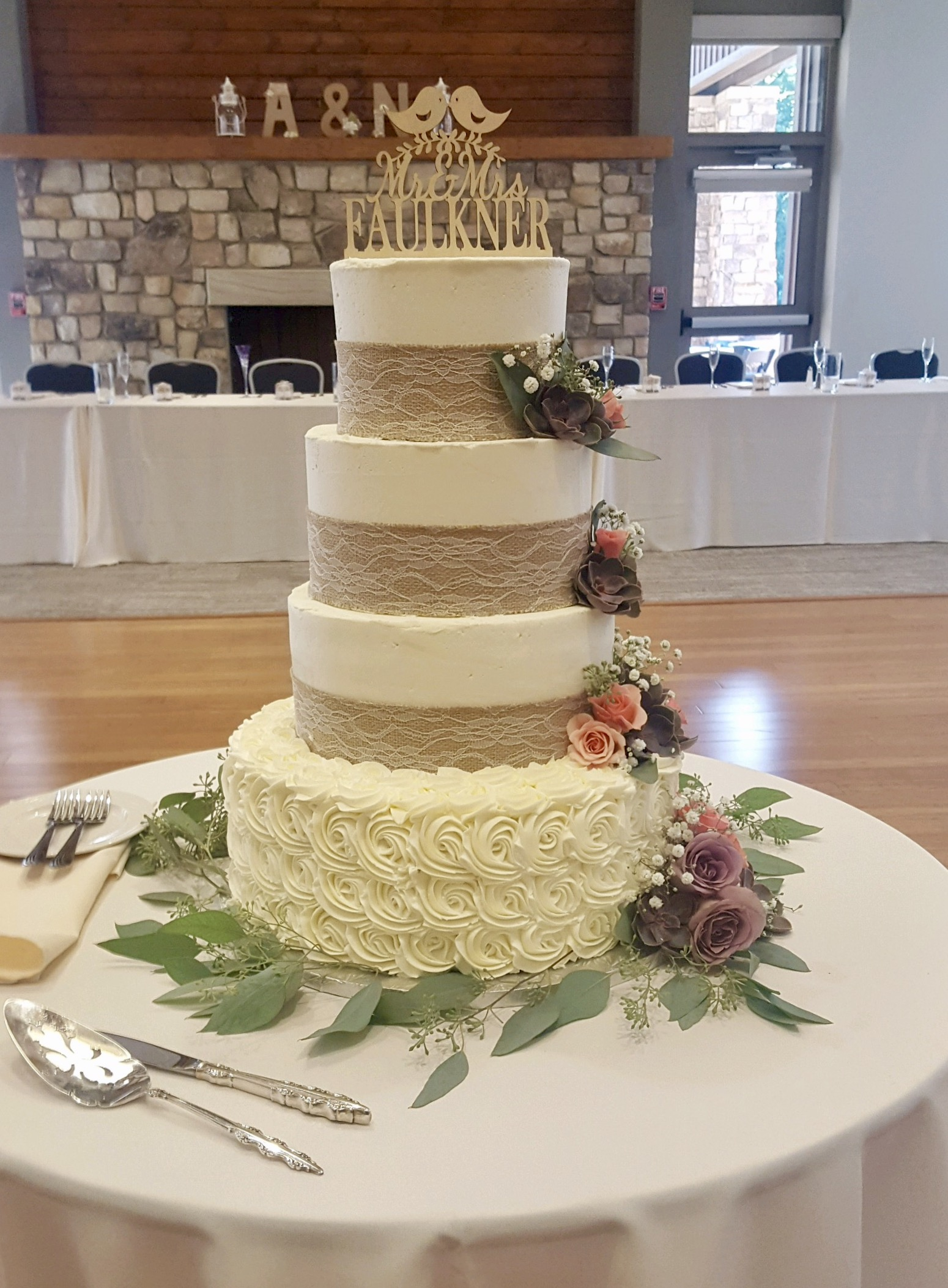 Wedding4tierBurlapLace.jpg