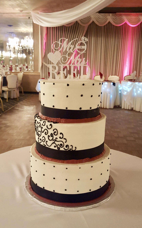 Wedding3tierscrollanddots.jpg