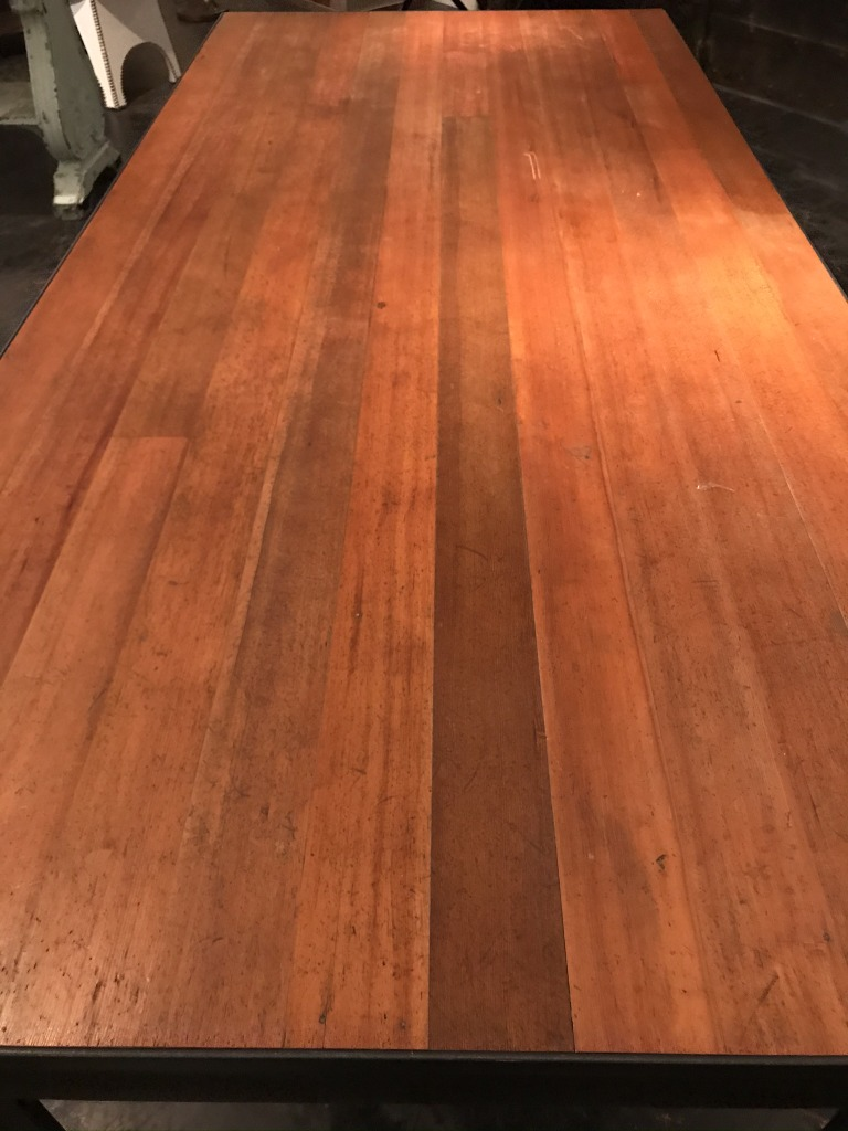 Detail custom Fir and steel table