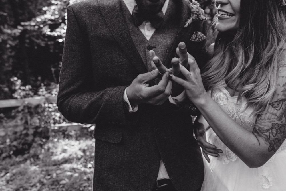Joe+Lauren Intimate Woodland Handfasting - Naomijanephotography 59.jpg