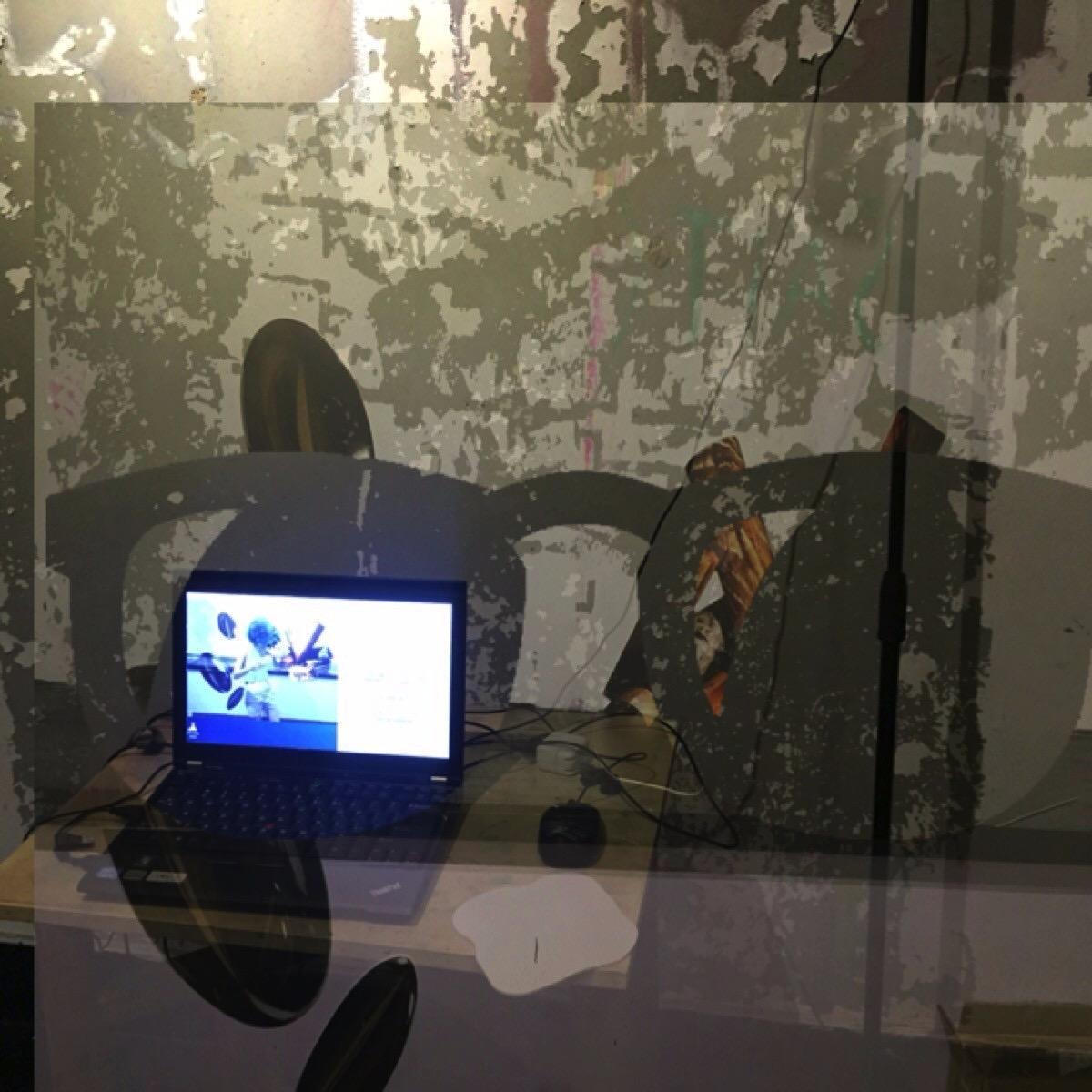 """景观房间   是一个被设计过的网络直播空间。被奇怪拉伸的低像素图案,布满的二维码只为在网络画面中呈现""""正确""""的影像来制造某种奇观。     Room of spectacle  is a live webcam space filled with low-res images and QR codes in order to present the """"proper"""" imagefor the webcam to produce some sort of spectacle."""