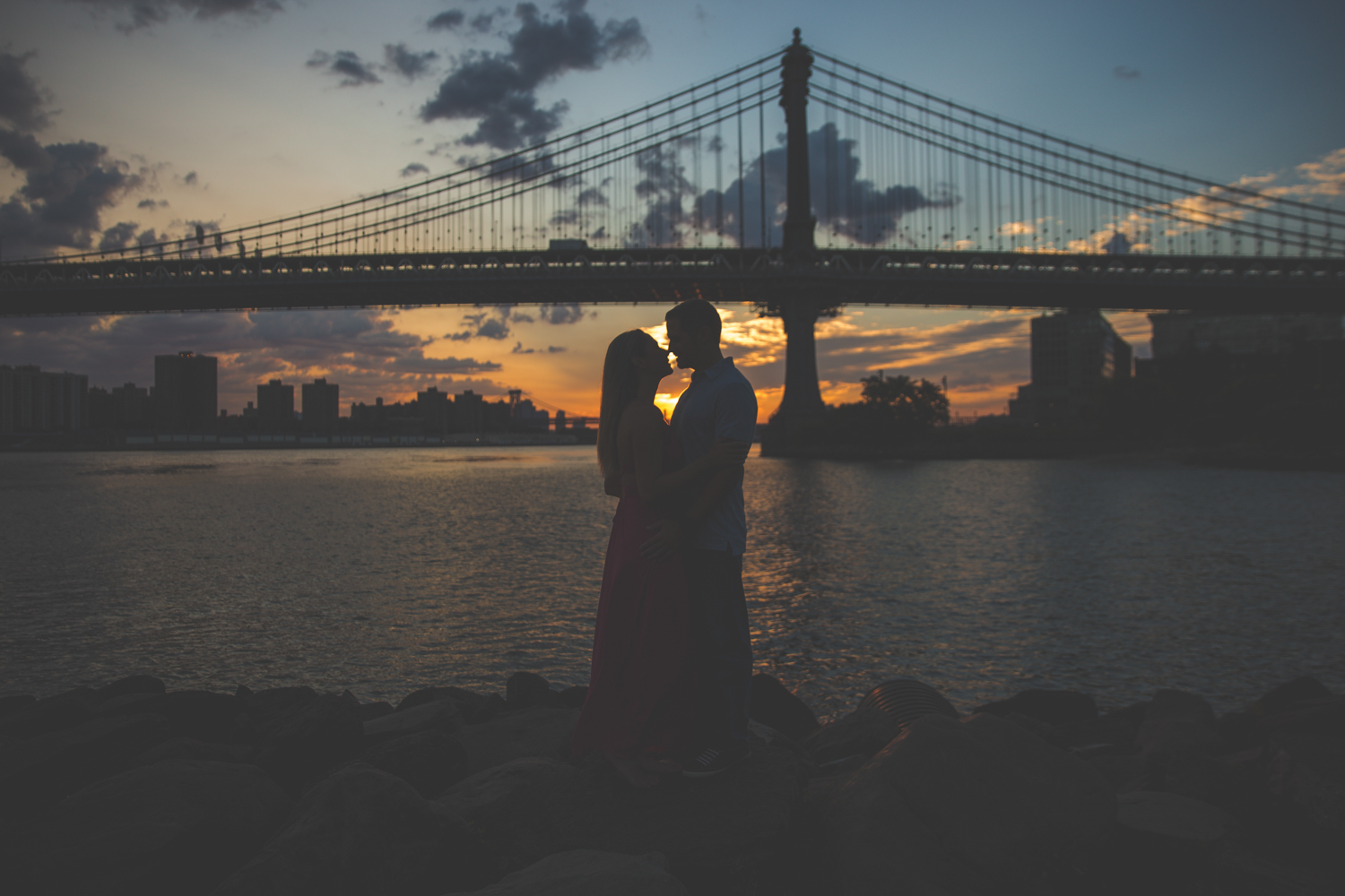 amazing-sunrise-engagement-photography-brooklyn-bridge-dumbo-10.jpg