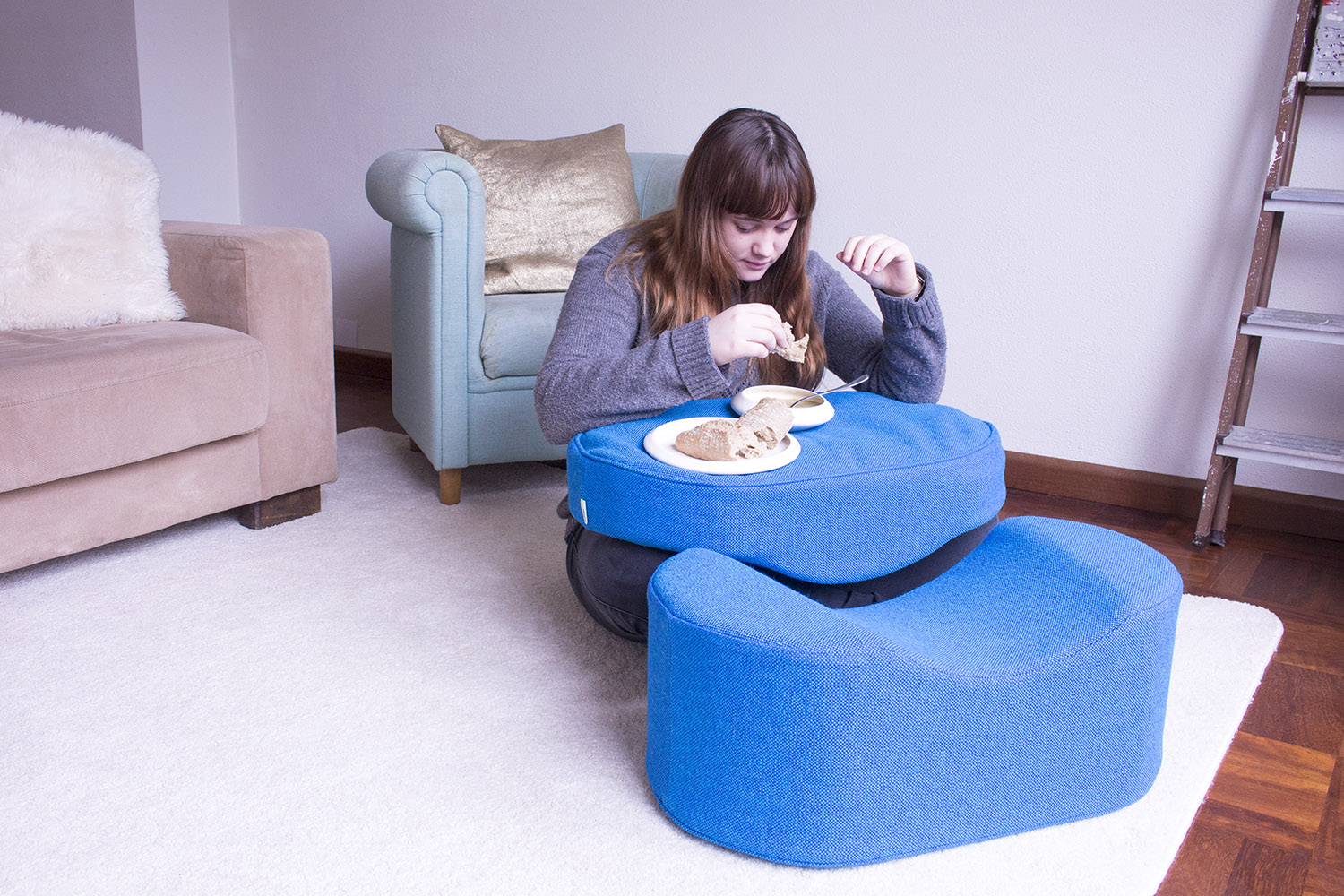 Loneeaters Sliding Cushion Eating.jpg