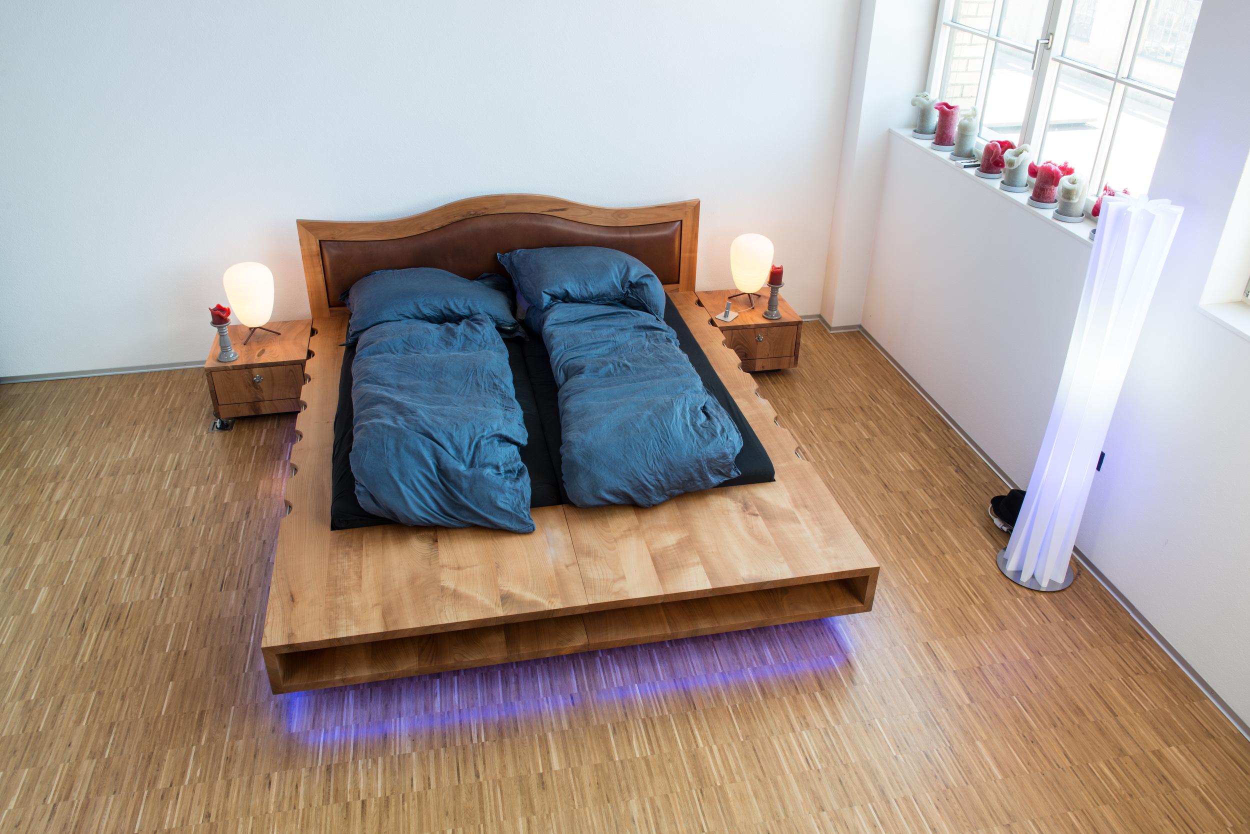 Bett & Nachttischli