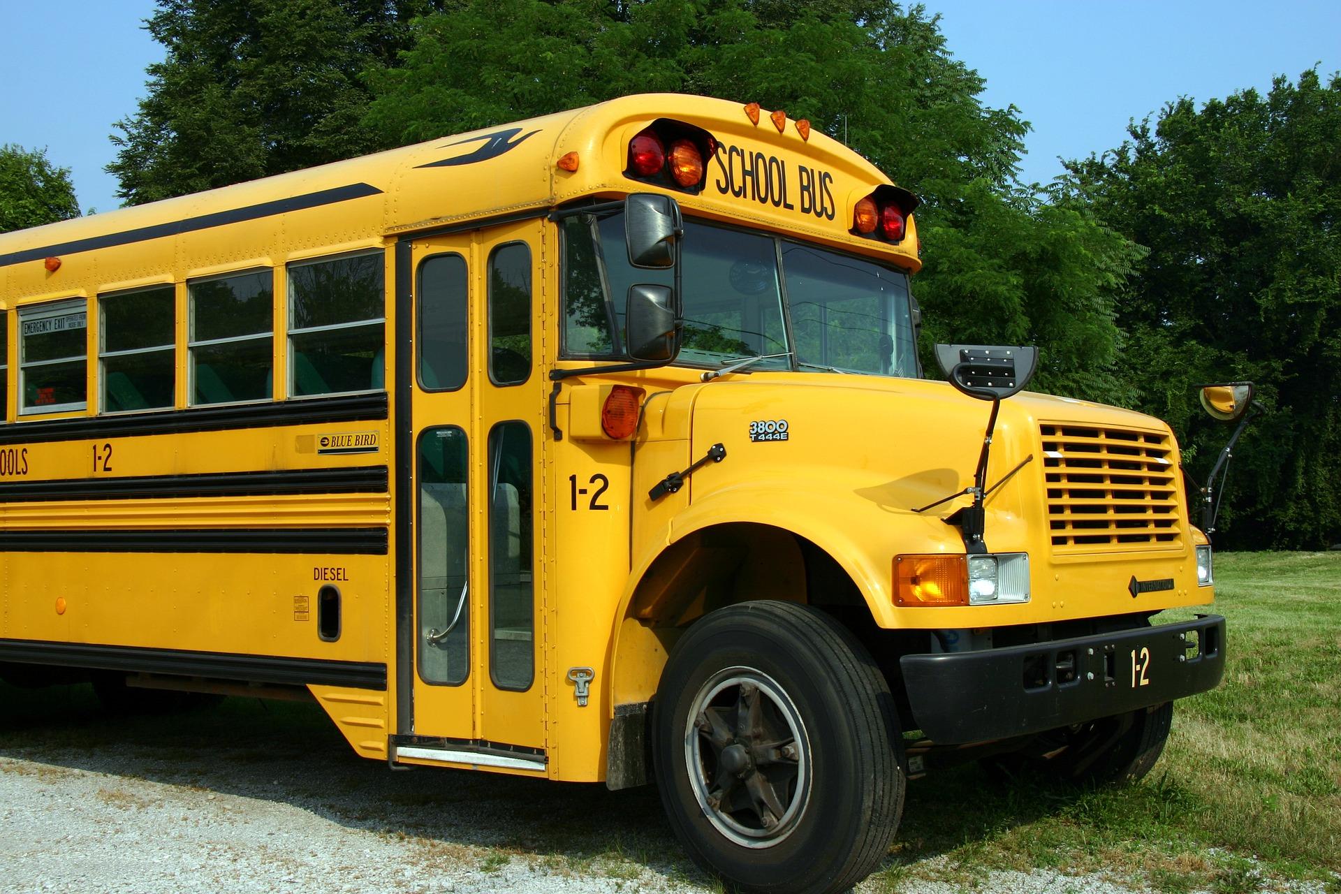 school-bus-2645085_1920.jpg