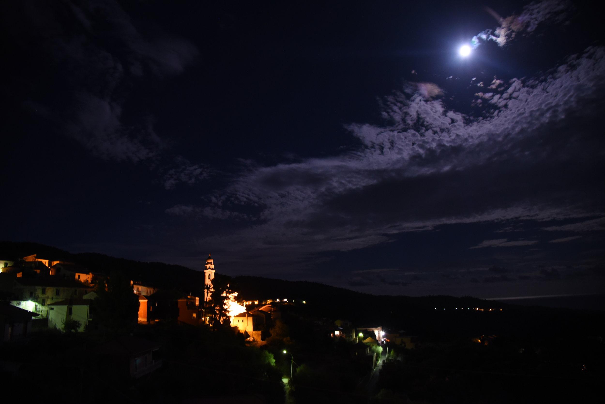 Villa Faraldi om natten.