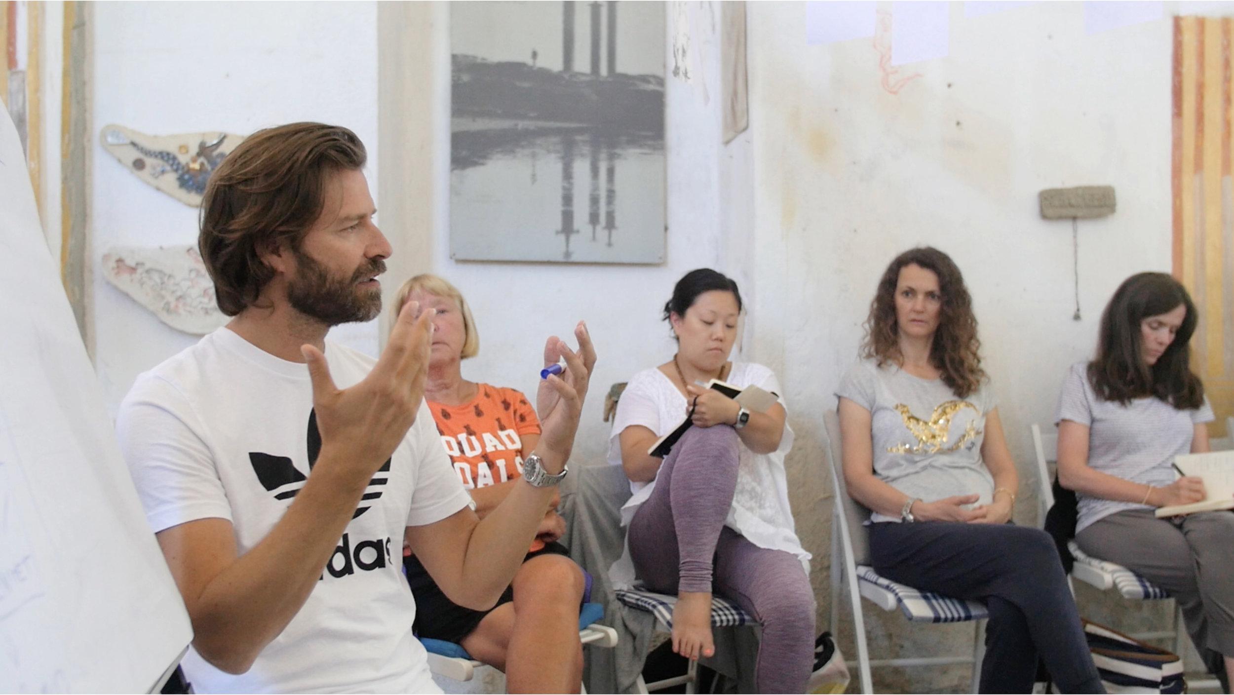 Viggo underviser i kapellet (det gamle atelieret til den norske kunstneren Fritz Røed)