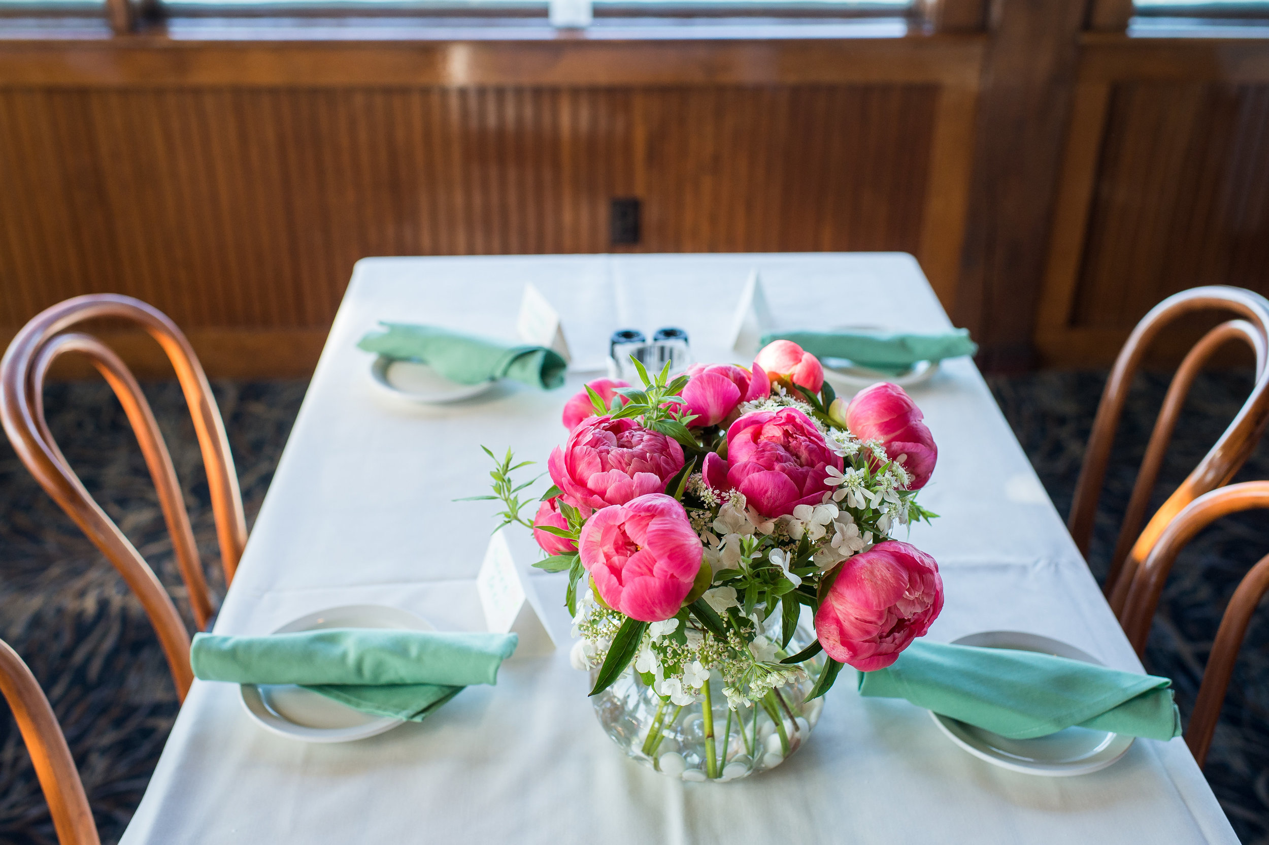 Natural and complimentary colors set the scene for a beautiful morning reception.