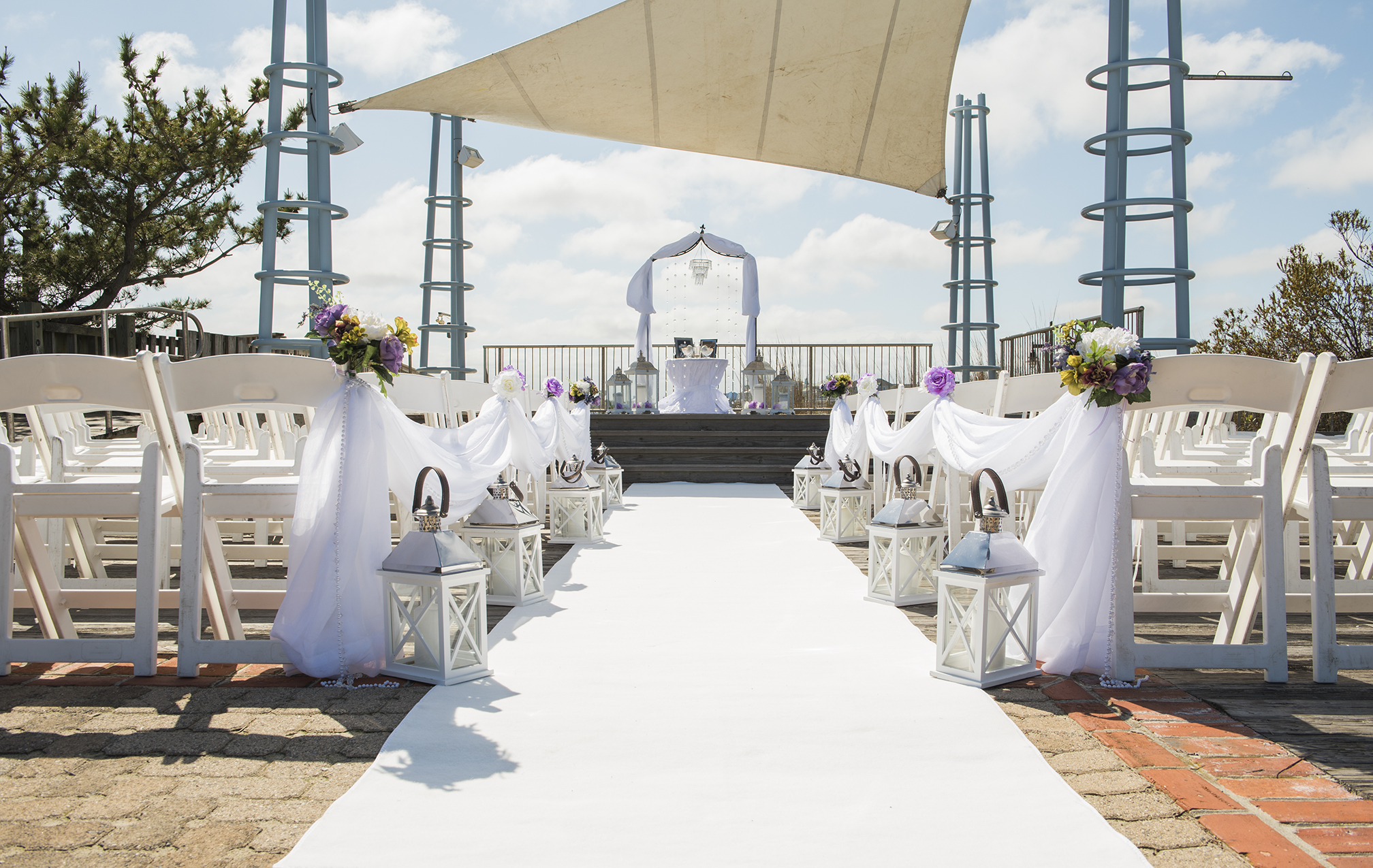 White voile can be used to create a beautiful isle.       Location Sunset Park                                                                   Photographer Dana Marie Photography