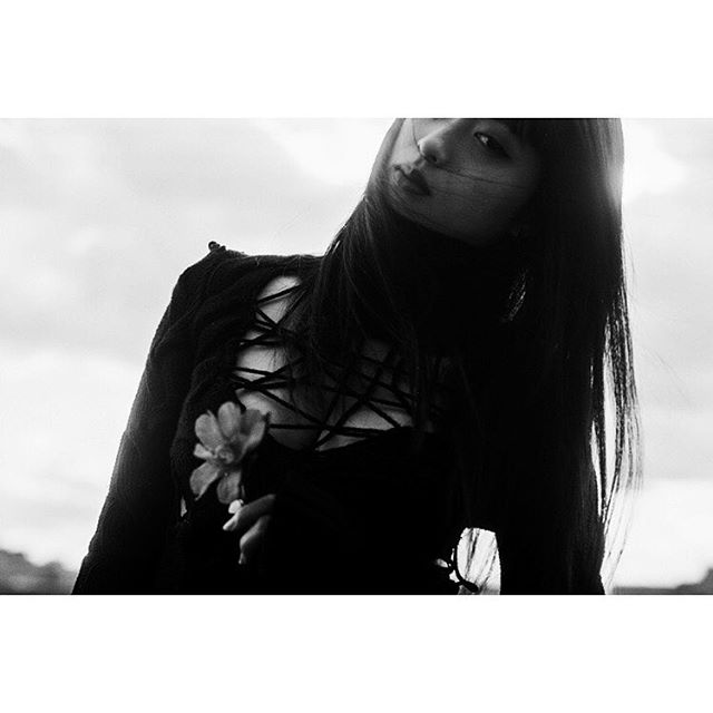 #portrait Erika @barkinstyleinc  #blackandwhitephoto #filmphotography  #tokyo #japan #tokyophotographer  #filmphotography #blackandwhitefilm #mono #monochrome  #minolta #rokkor #fujifilm #trix400  #filmgrain  #filmportrait  #grainisgood #alexandermcqueen