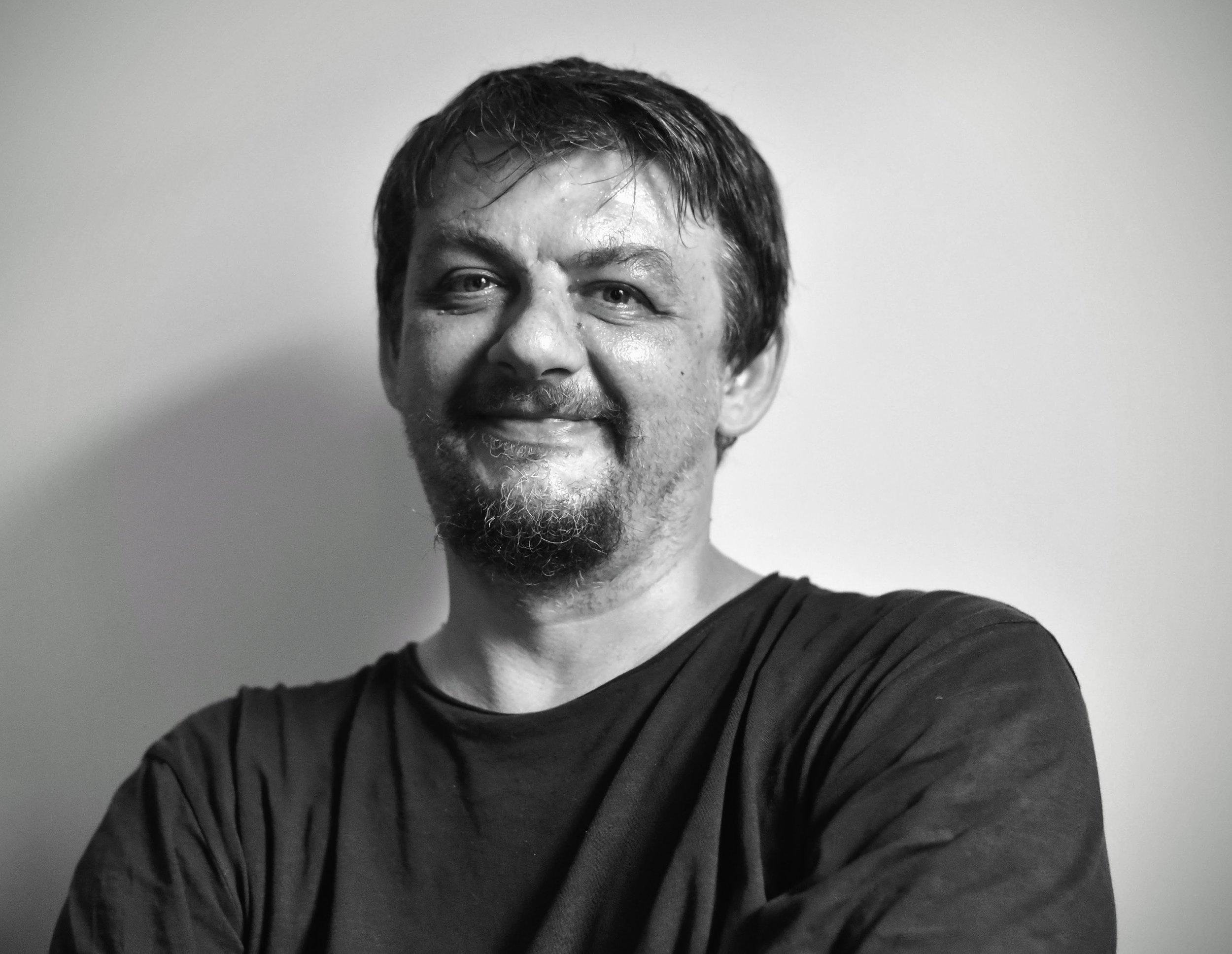 PREDAVAC - Zlatko Vickovic je profesionalni fotograf sa vise od 10 godina iskustva. Njegove fotografije su objavljivane i izlagane u mnogim domacim i svetskim novinama, publikacijama i galerijama.