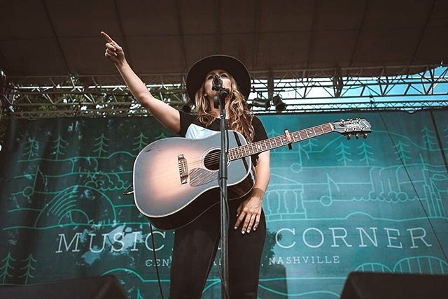 🎙🎸Thank you so much @muscornernash for having me out to play!  I'm not sure what I was pointing to in this moment but I was probably asking where the popsicle booth was 'cause I saw some people eating popsicles and I wanted one 😂😍😊... #thankful #gibsonguitar #popsicle #musicianscorner #nashville #music #acoustic