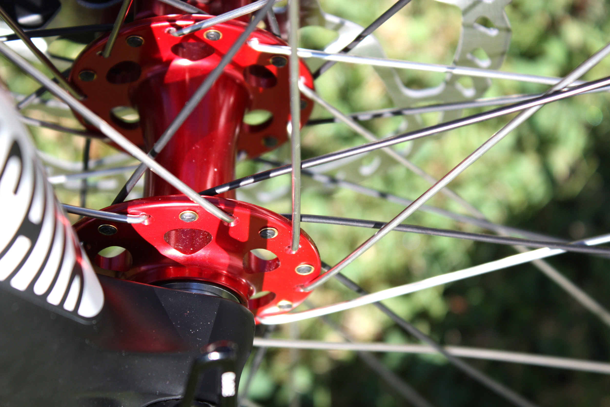 Attention to detail. Washered spokes to add durability. Even black and silver spokes for extra visual effect.